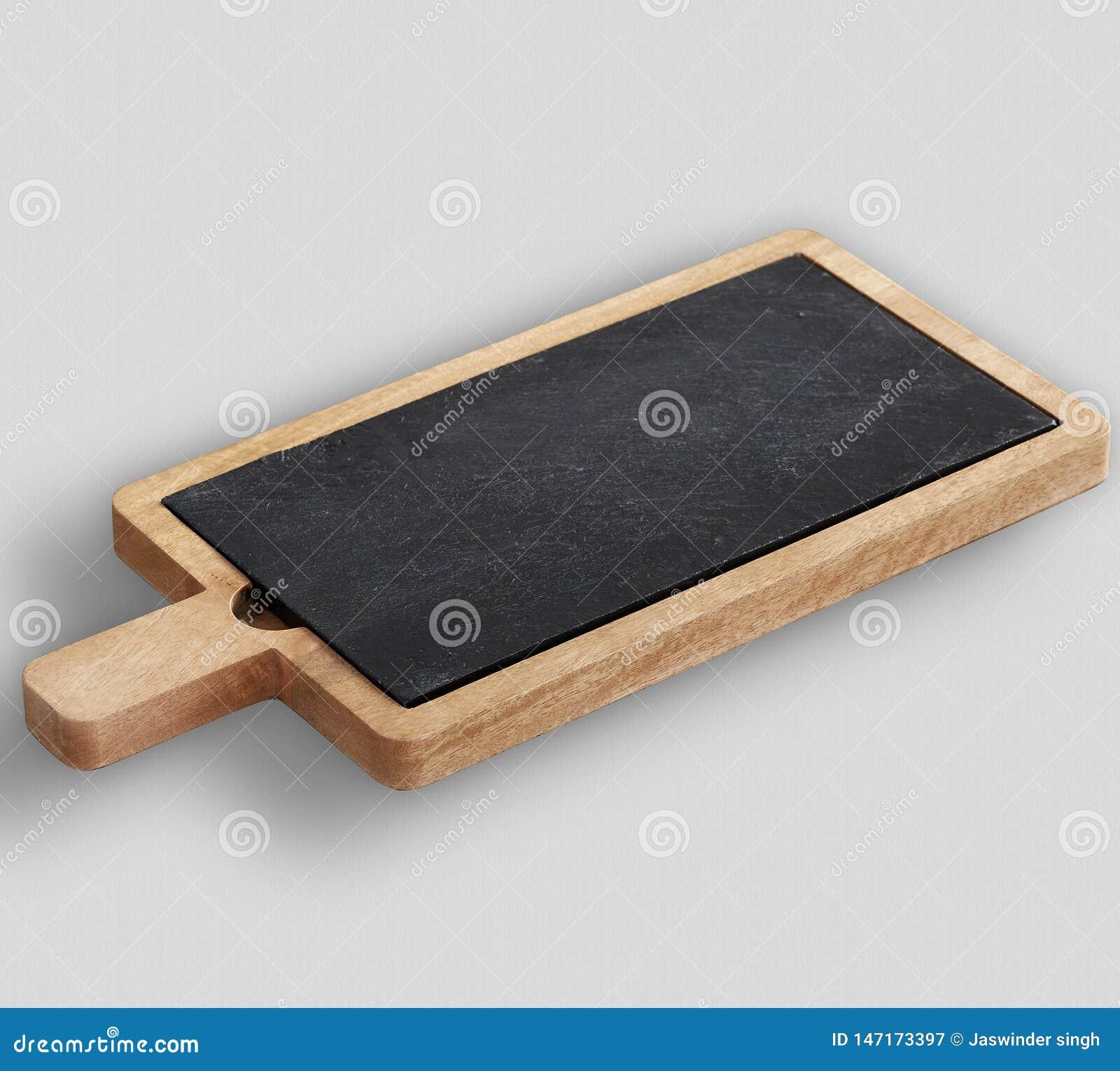 Tablero de madera y del queso de la pizarra con el fondo blanco