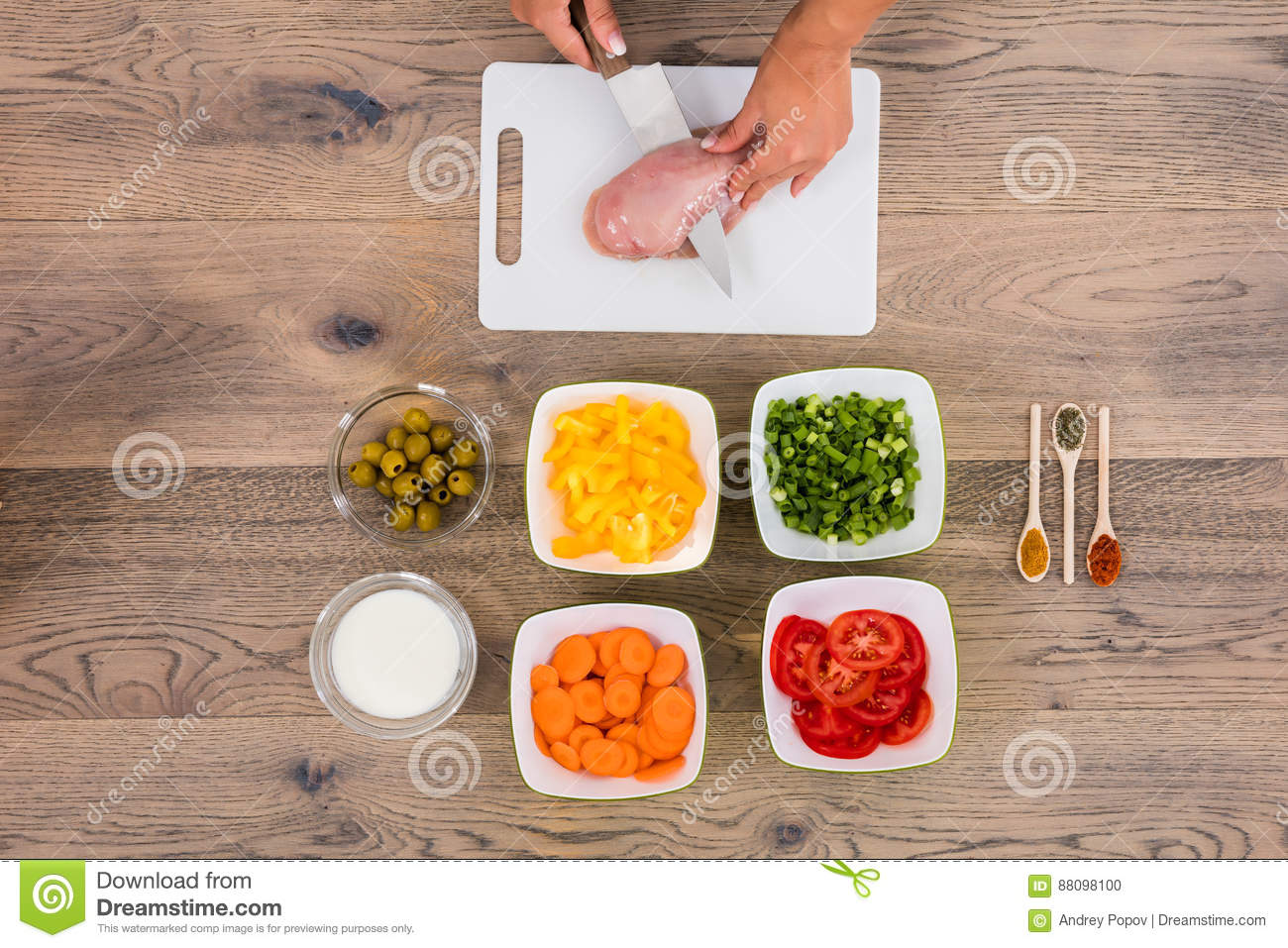 Tablero de Person Cutting Meat On Chopping