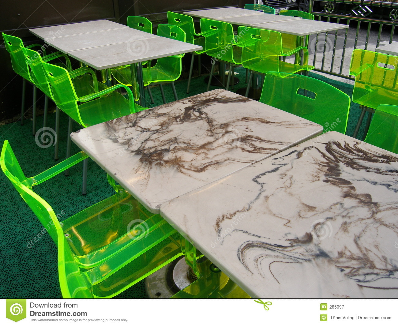 Tables au néon