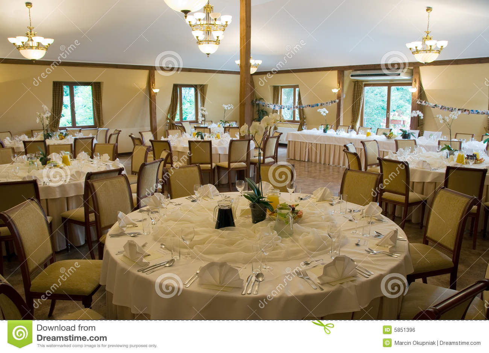 Tables de banquet rondes