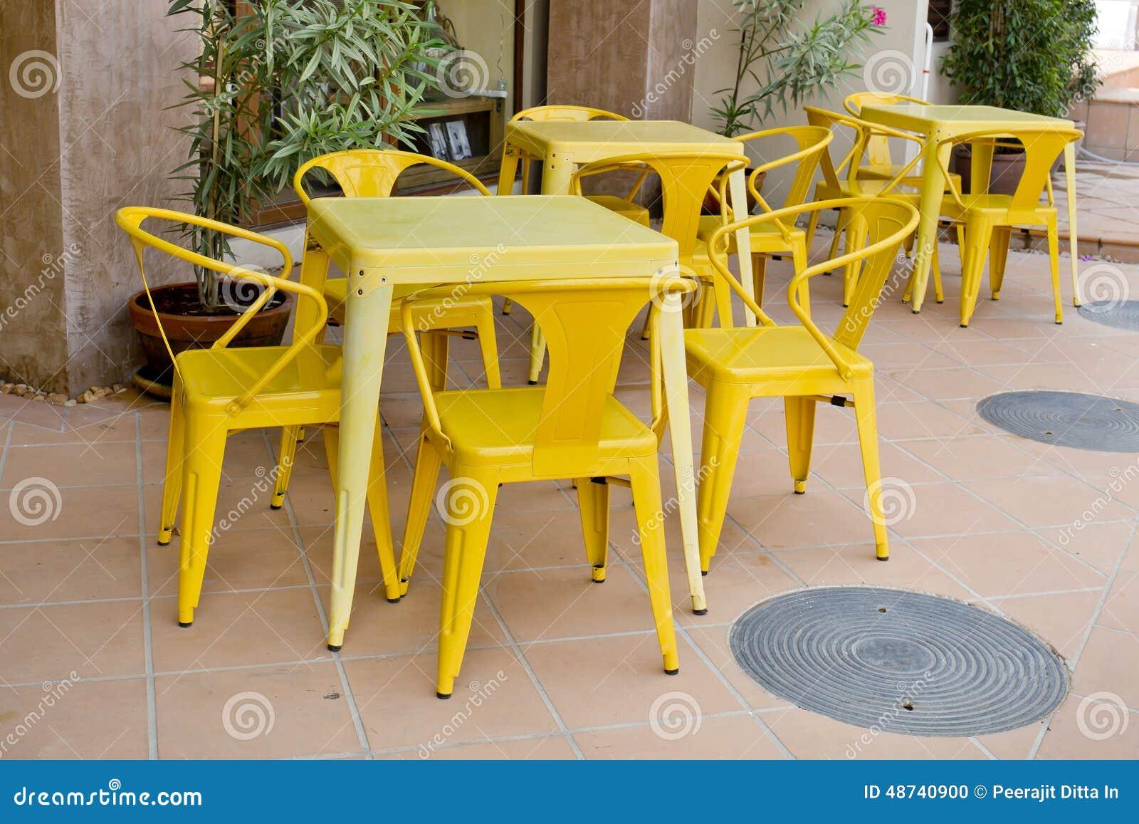 chaises jaunes. Black Bedroom Furniture Sets. Home Design Ideas