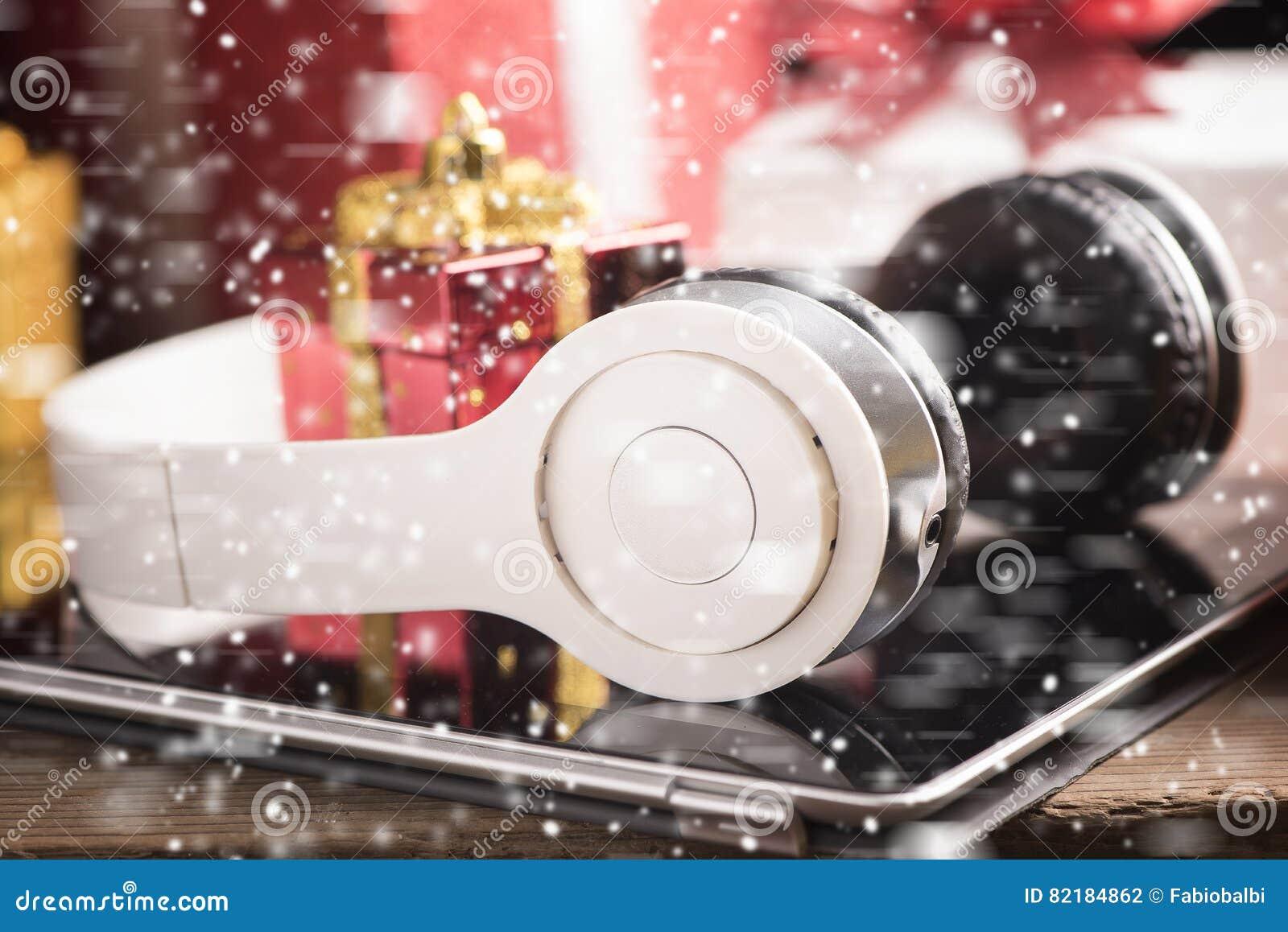 Tablet-und Kopfhörer Beste Weihnachtsgeschenke Stockfoto - Bild von ...