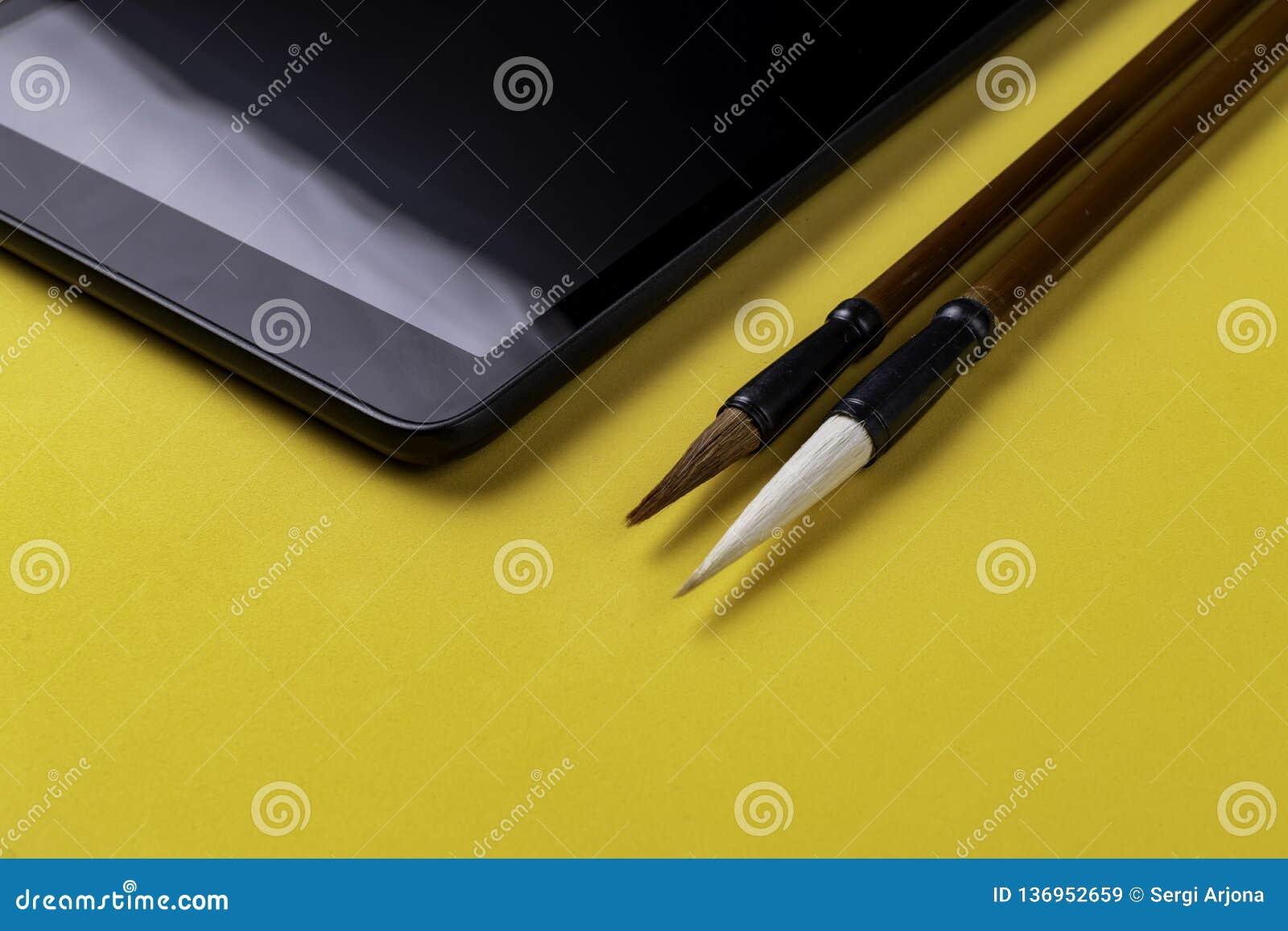 Tableta con dos brochas chinas Mao Pi