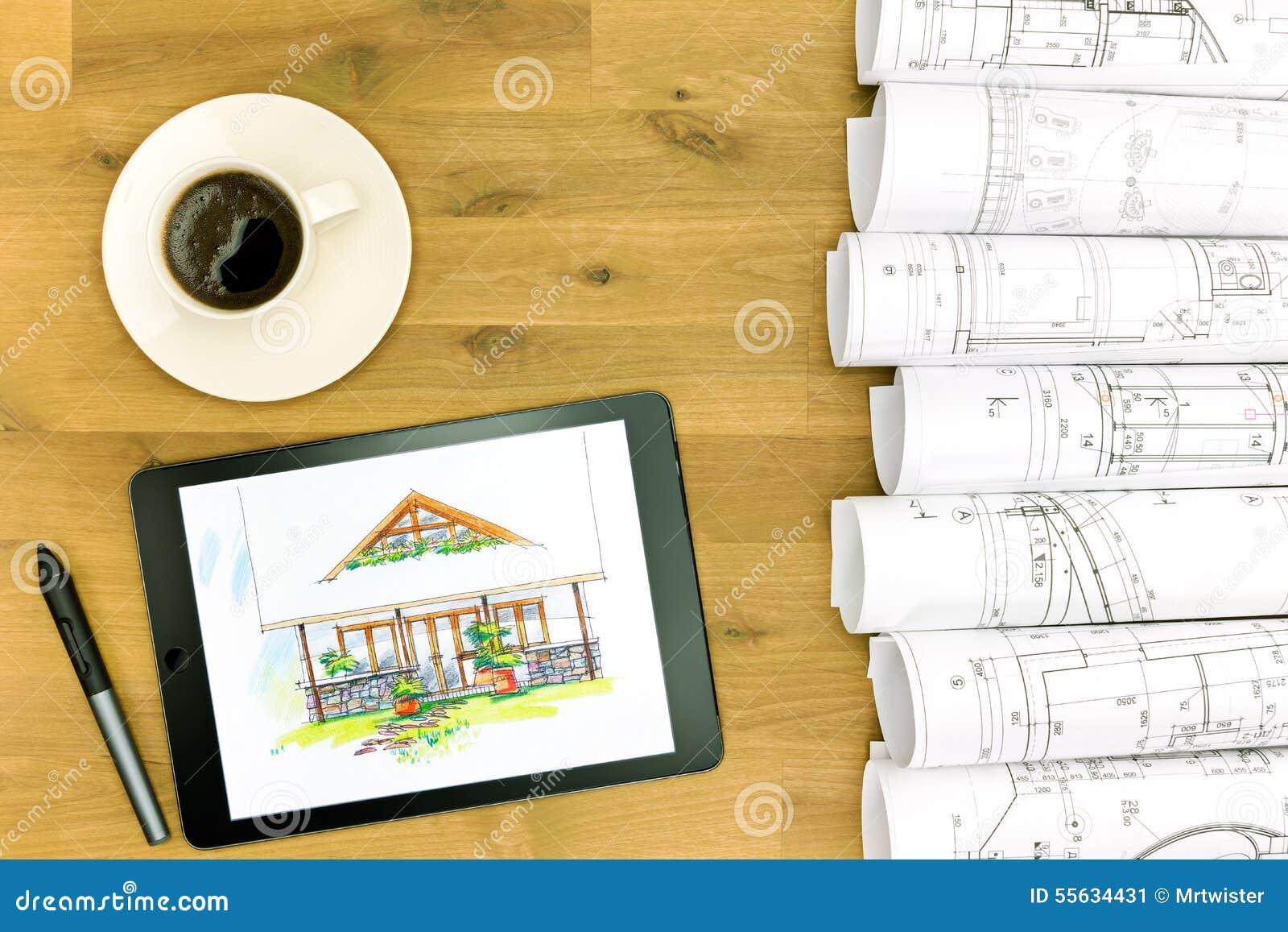 Tablette avec le modèle sur le bureau en bois image stock image du