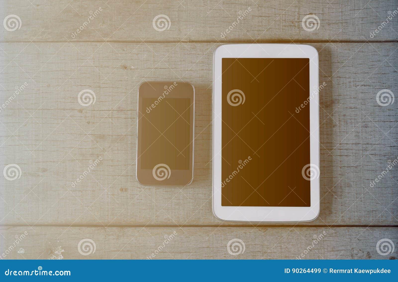 Tabletten op houten vloer