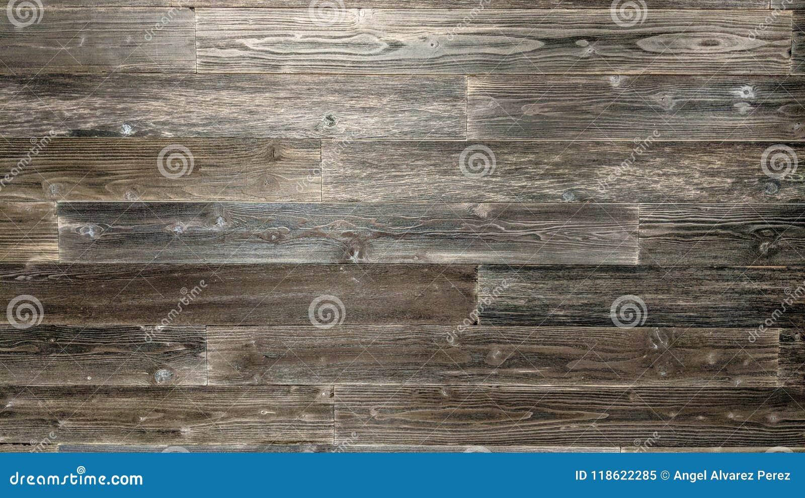 Tablones de madera negros en una pared