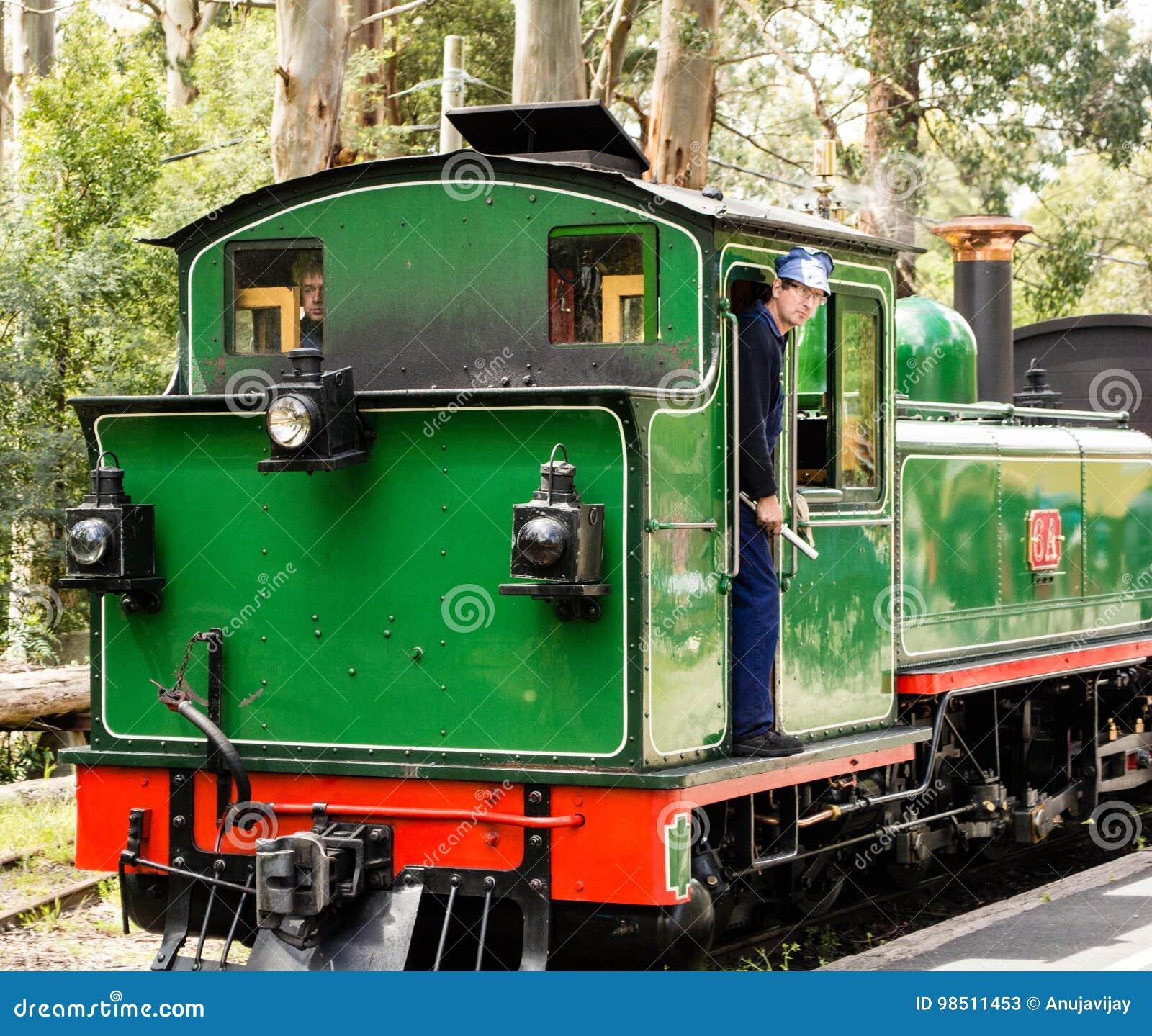 Taborowy kierowca na parowym pociągu