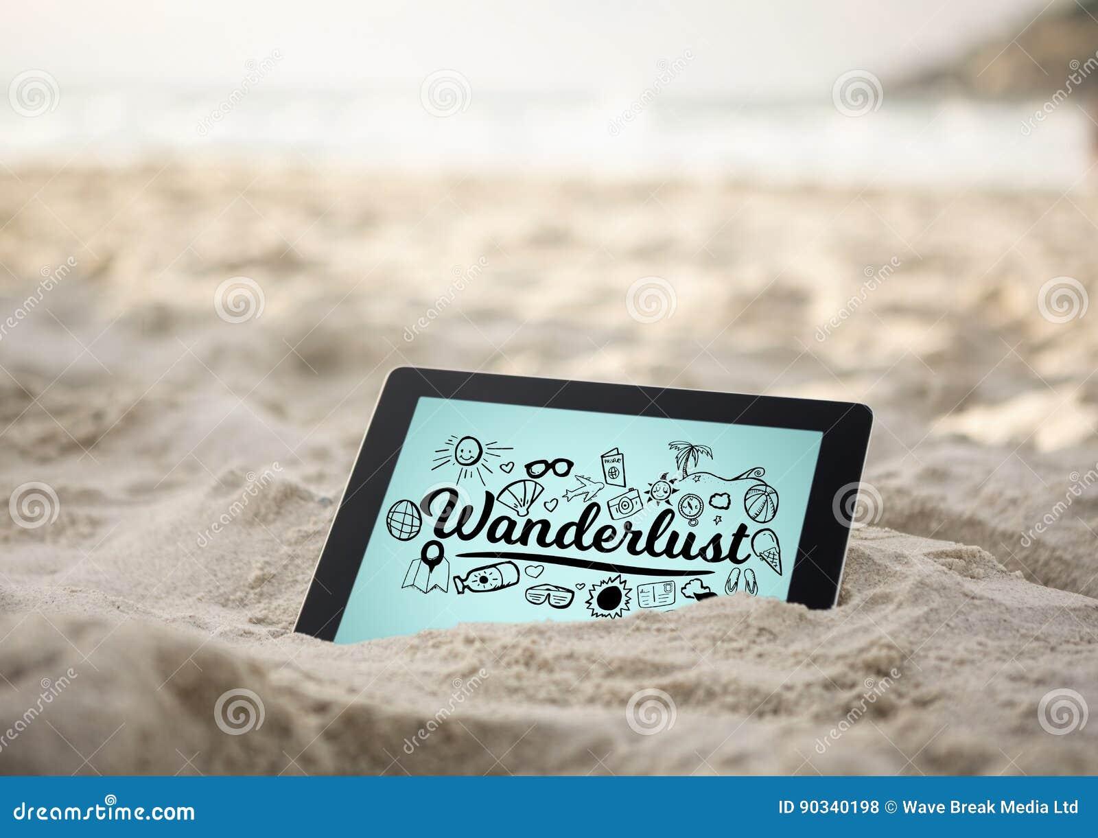 A tabuleta na areia com desejo por viajar preto rabisca contra o fundo azul