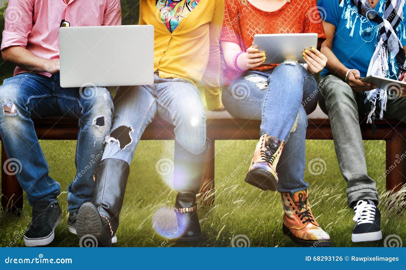 Tabuleta social do portátil dos meios da educação dos estudantes