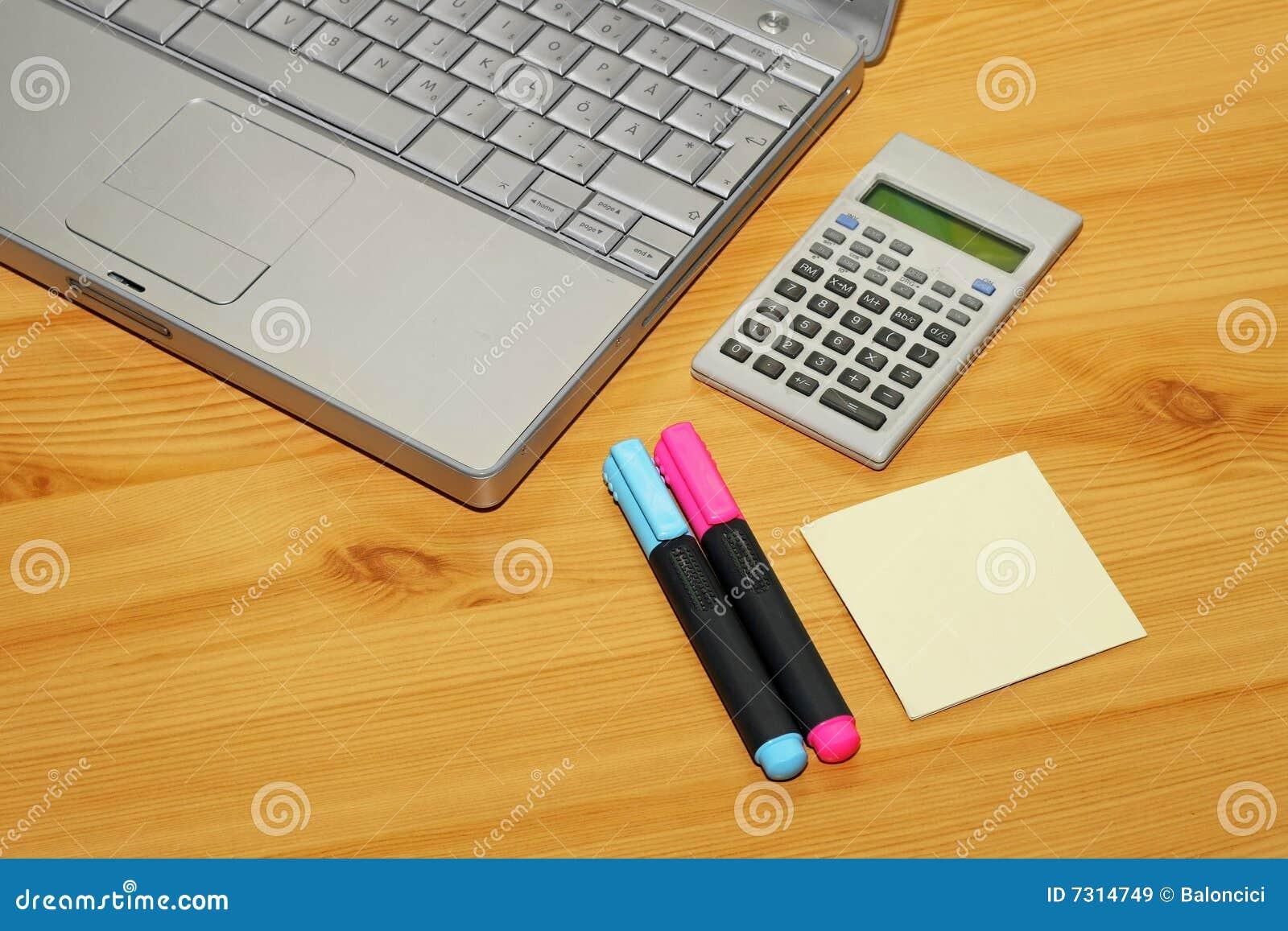 Taccuino e calcolatore