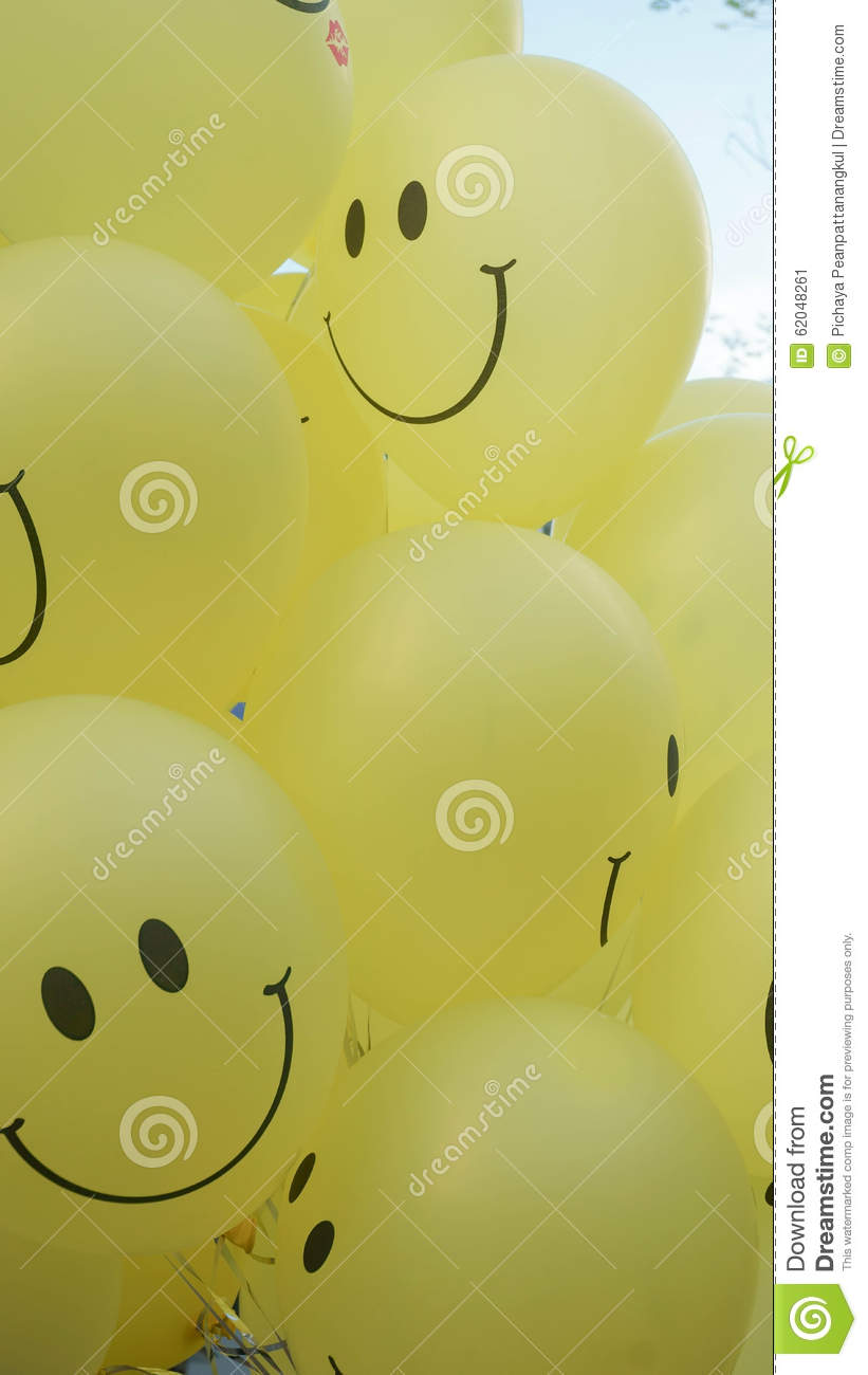 tache floue souriante de visage sur les ballons 4 de jaune illustration stock illustration du. Black Bedroom Furniture Sets. Home Design Ideas