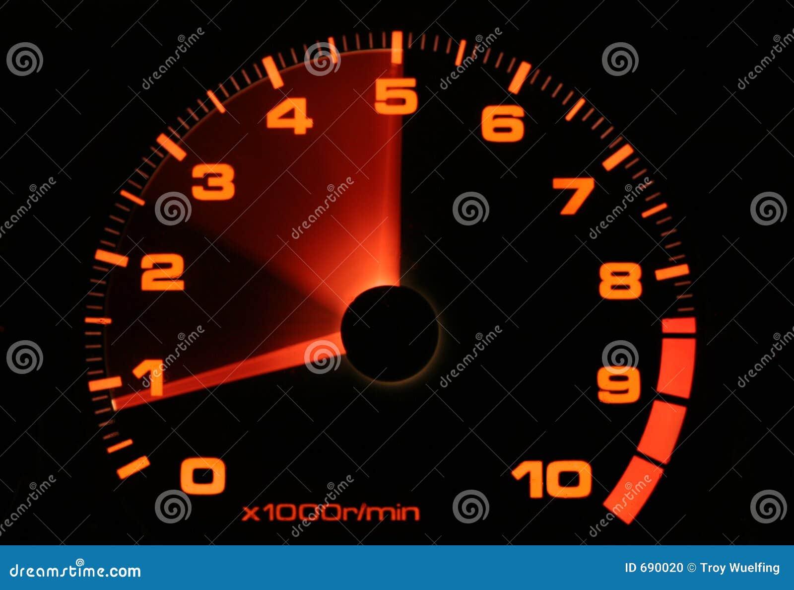 Tachometer die omhoog revving