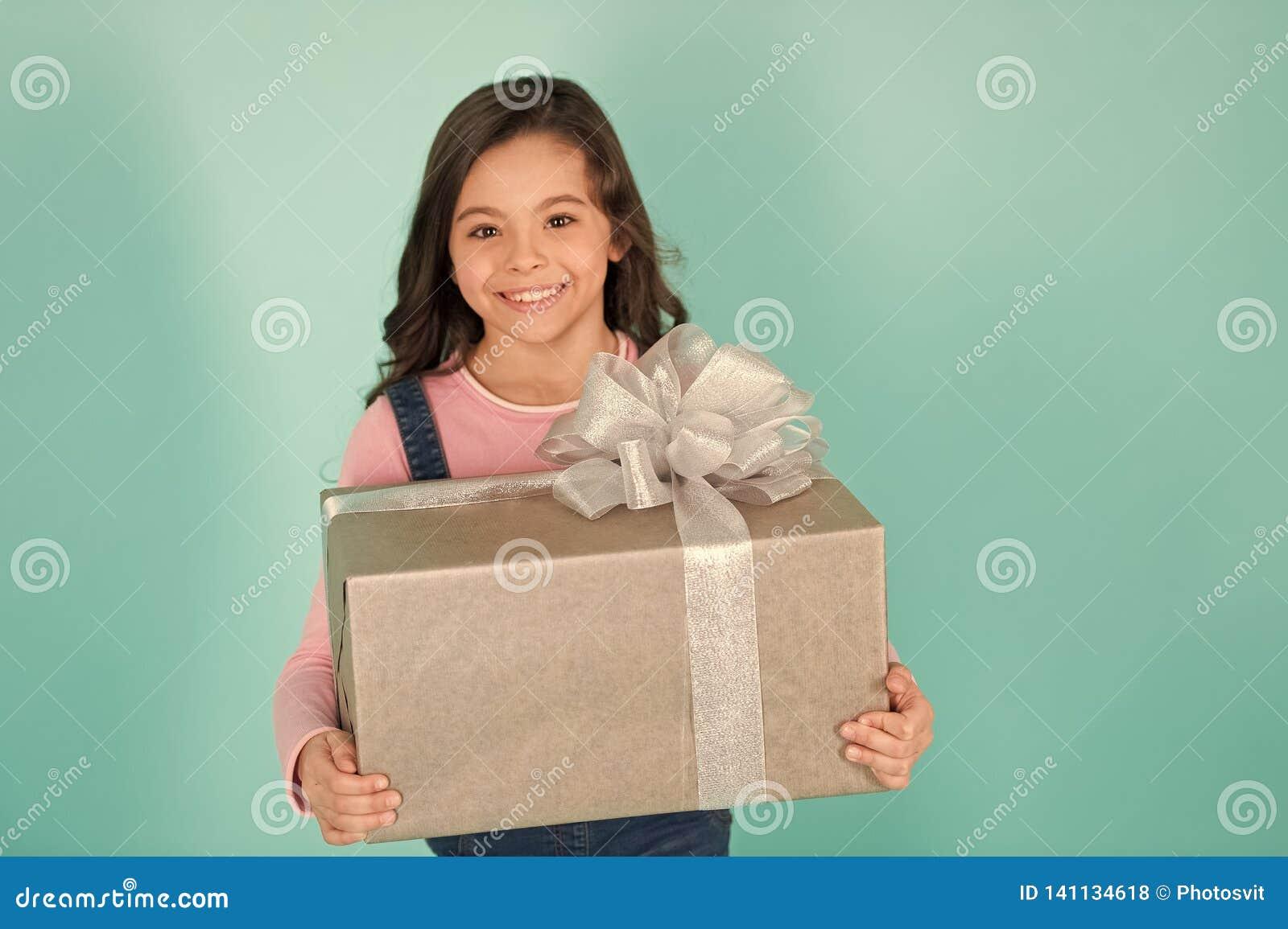 Tacka dig så mycket Rymmer den lyckliga framsidan för barnet stor bakgrund för turkos för gåvaasken Förtjust gåva för ungeflicka