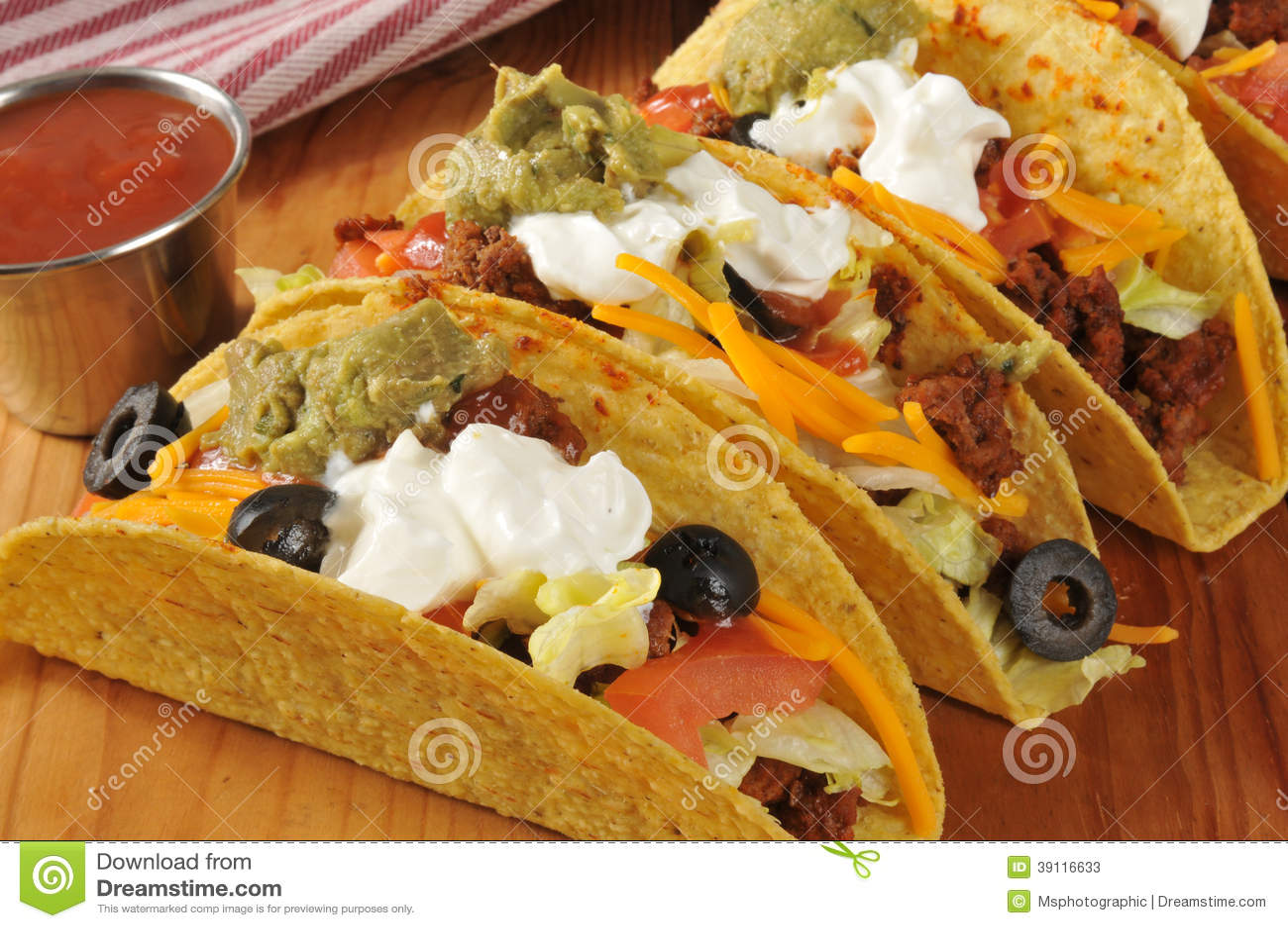 Taco s met zure room en guacamole