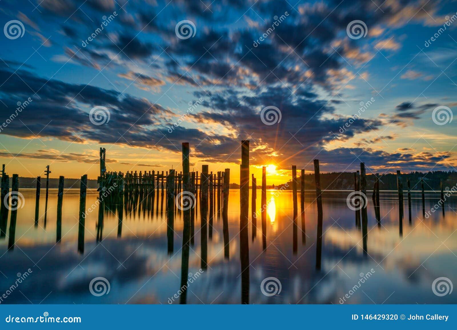 Tacoma estrecha puesta del sol sobre Puget Sound