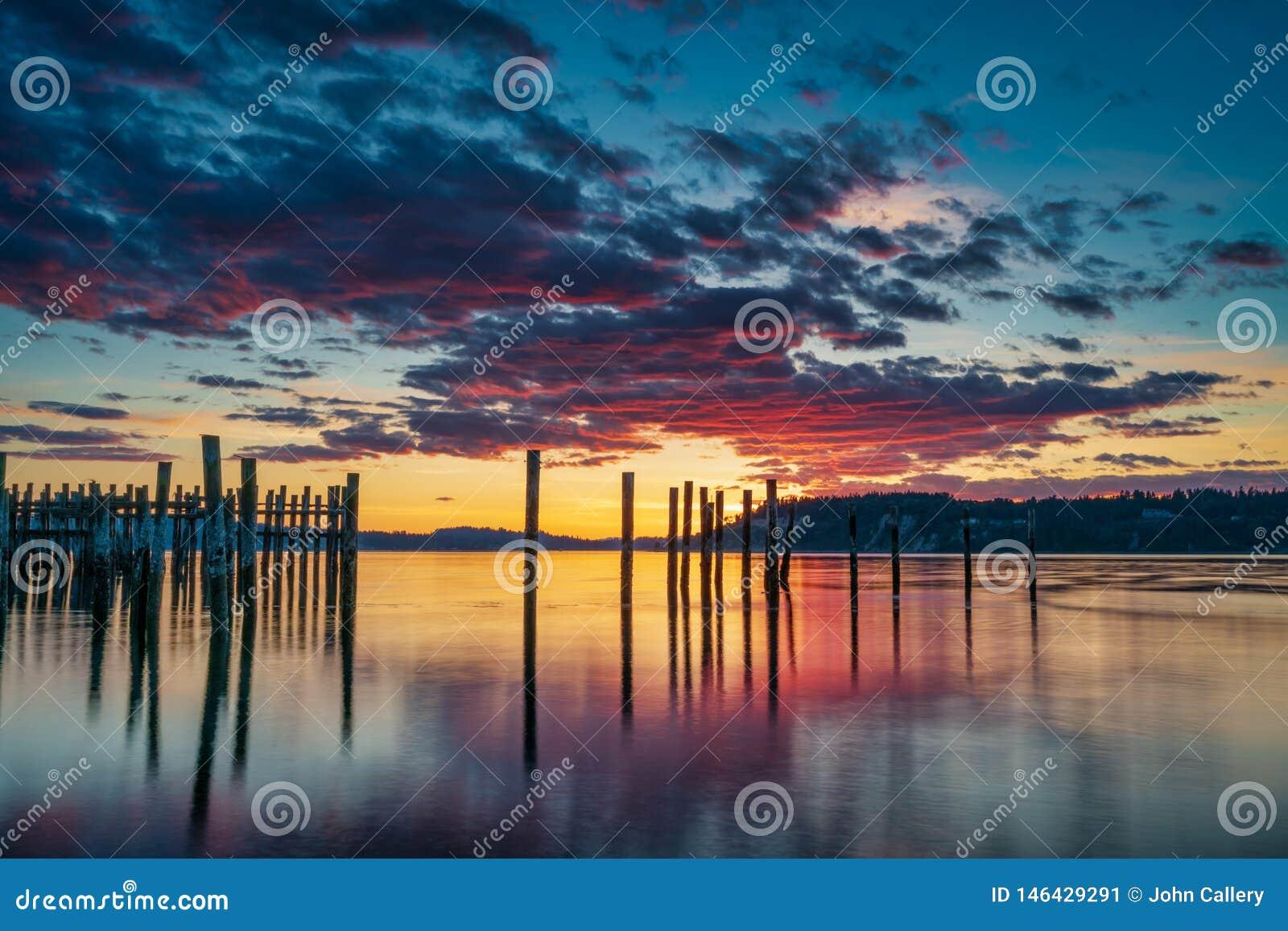 Tacoma r?tr?cit le coucher du soleil au-dessus de Puget Sound
