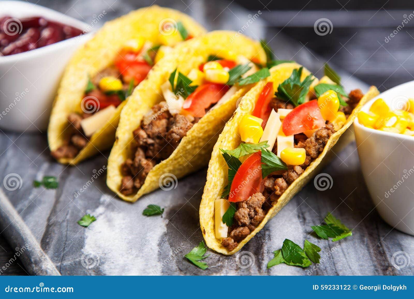 Download Tacos delicioso foto de archivo. Imagen de diner, cilantro - 59233122