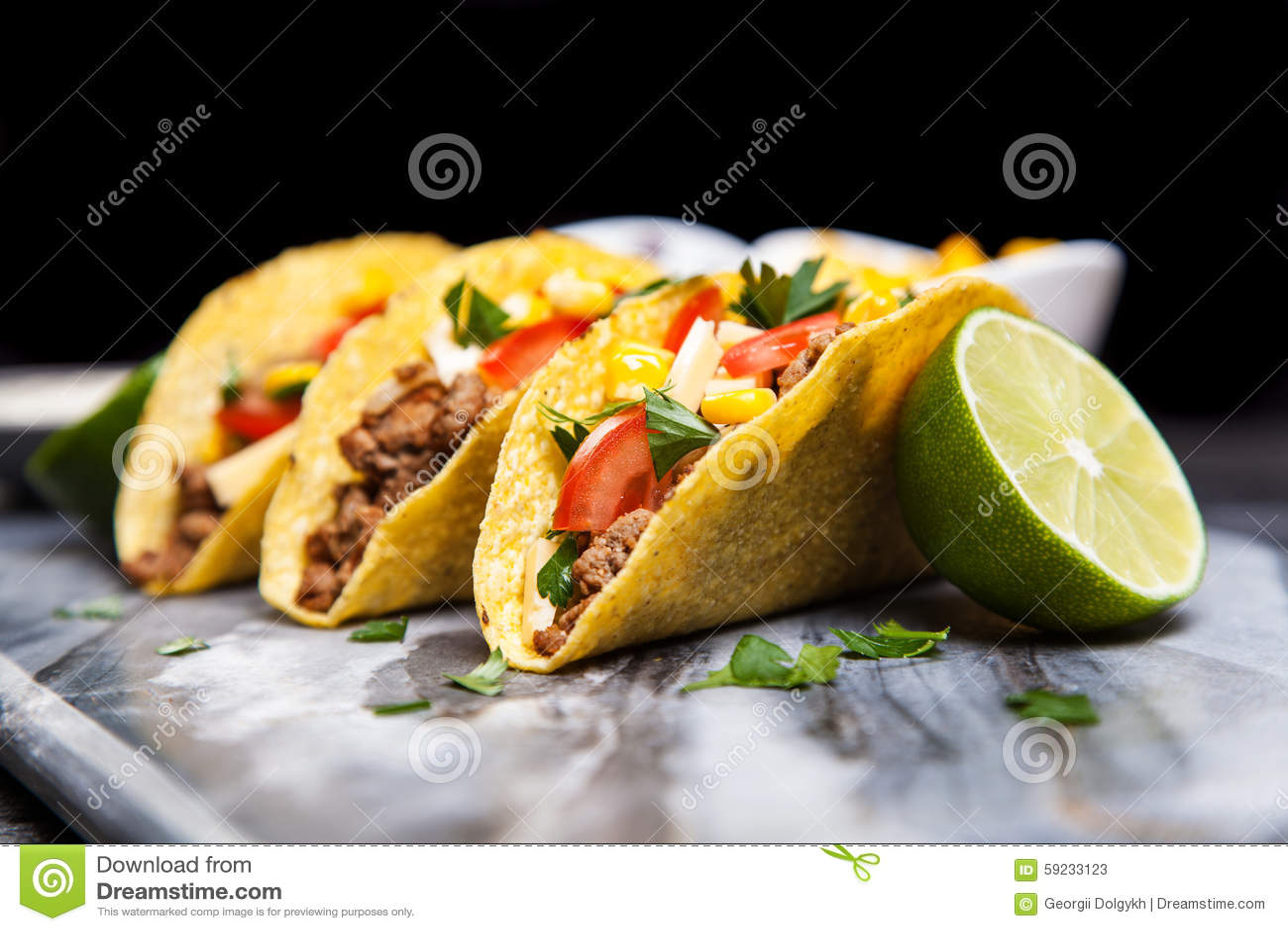 Download Tacos delicioso imagen de archivo. Imagen de queso, porción - 59233123