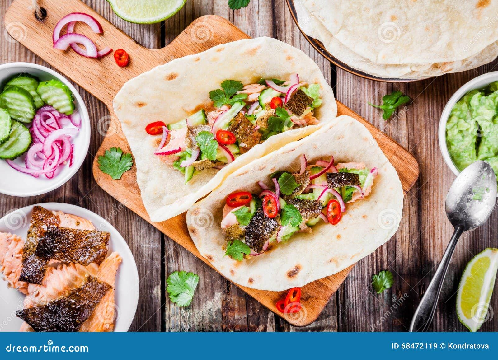 Tacos fait maison avec des saumons image stock image du d ner mexicain 68472119 - Comment faire des tacos maison ...