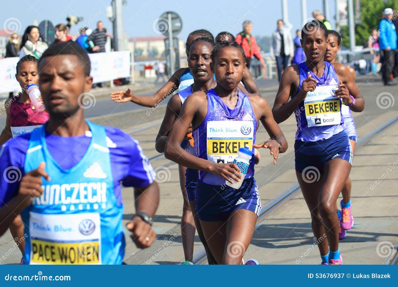https://thumbs.dreamstime.com/z/tadelech-bekele-prague-marathon-ethiopia-volkswagen-held-53676937.jpg