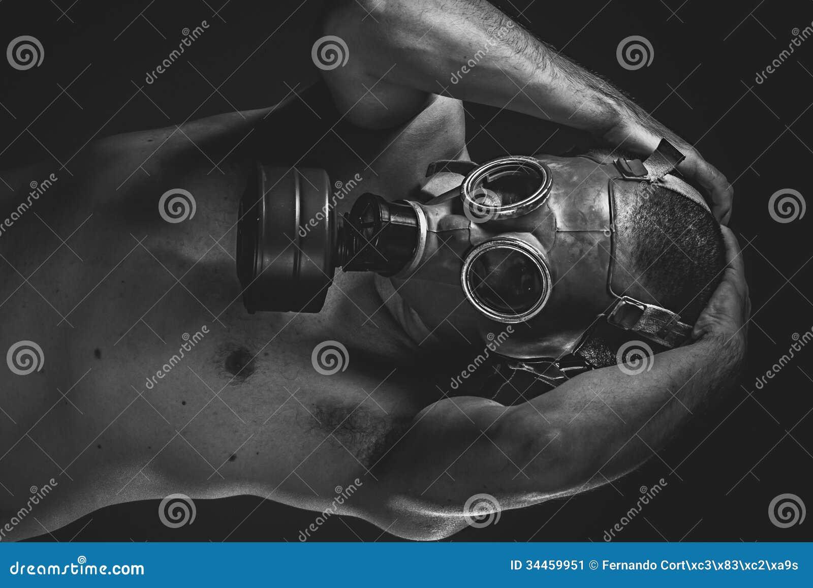 Tag Des Jüngsten Gerichts Ein Mann In Einer Gasmaske Im Rauche