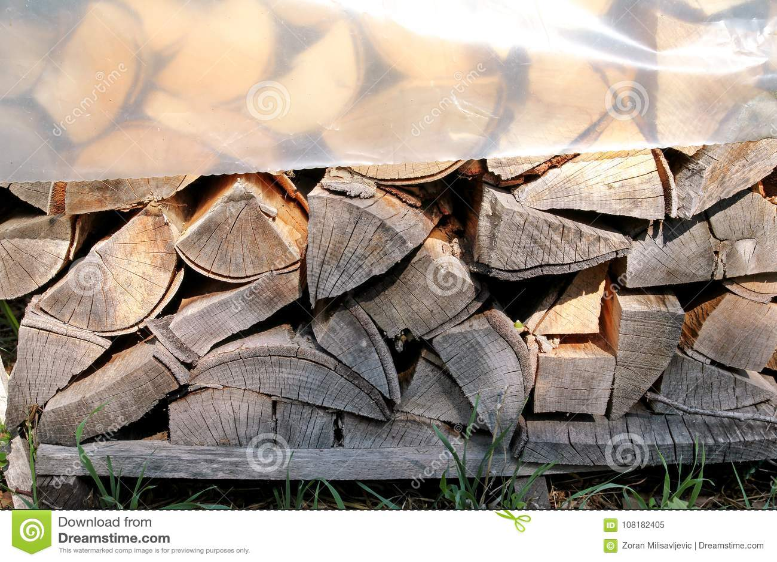 Tagli il legno legna da ardere per linverno tagli il legno del
