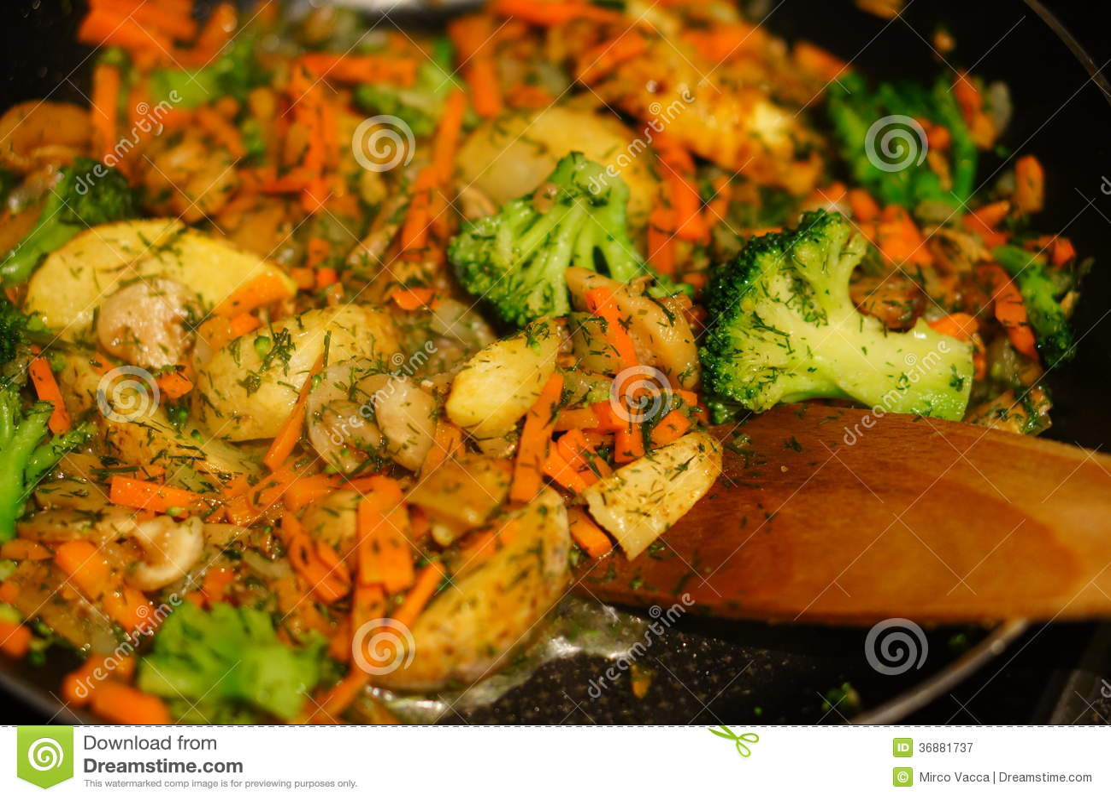 Download Tagli le verdure immagine stock. Immagine di verdure - 36881737