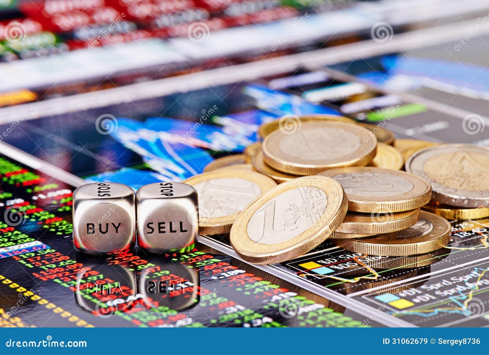 Taglia i cubi a cubetti con le parole VENDONO L AFFARE, monete dell un-euro