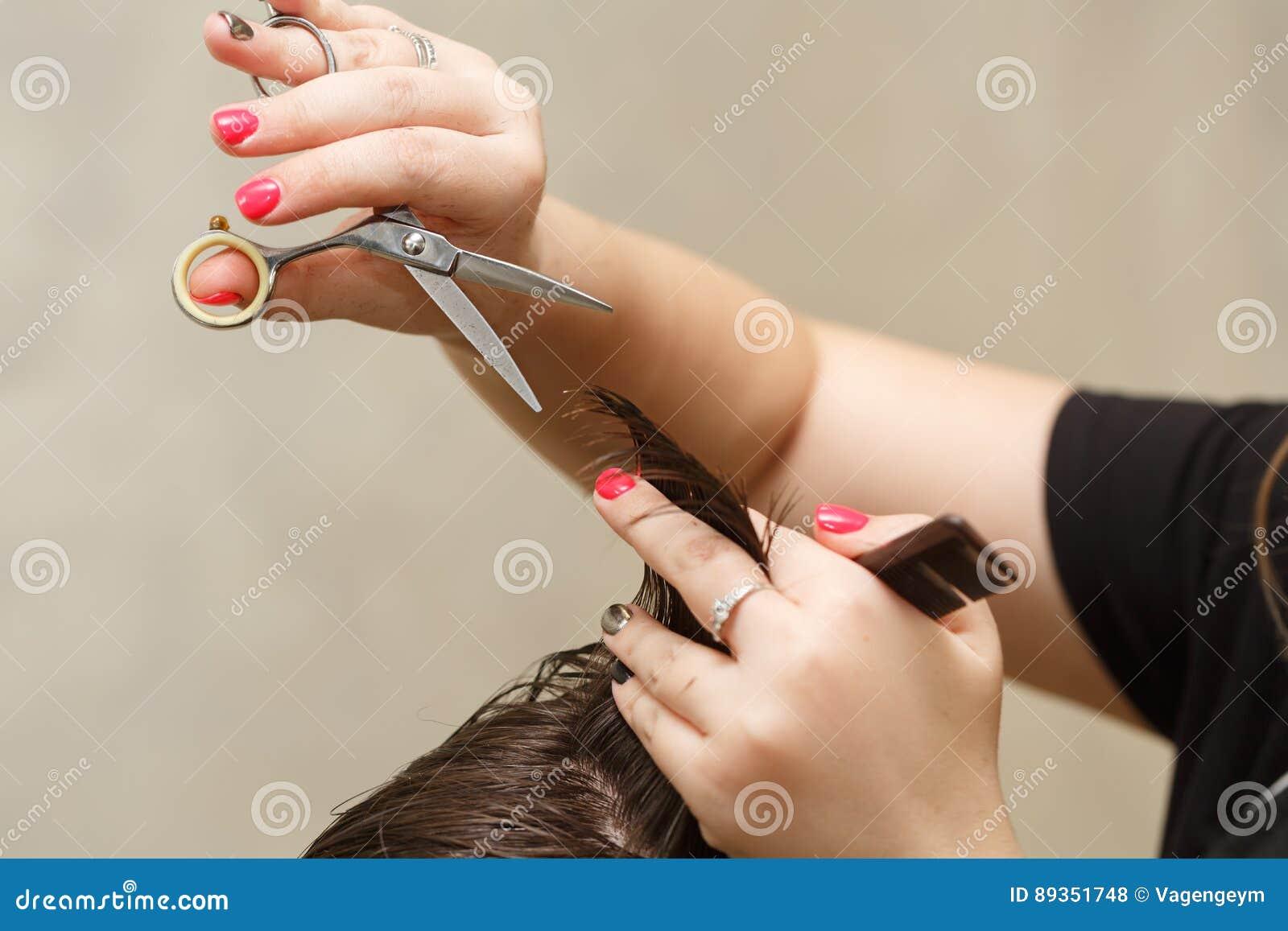 Taglio di capelli del ` s degli uomini