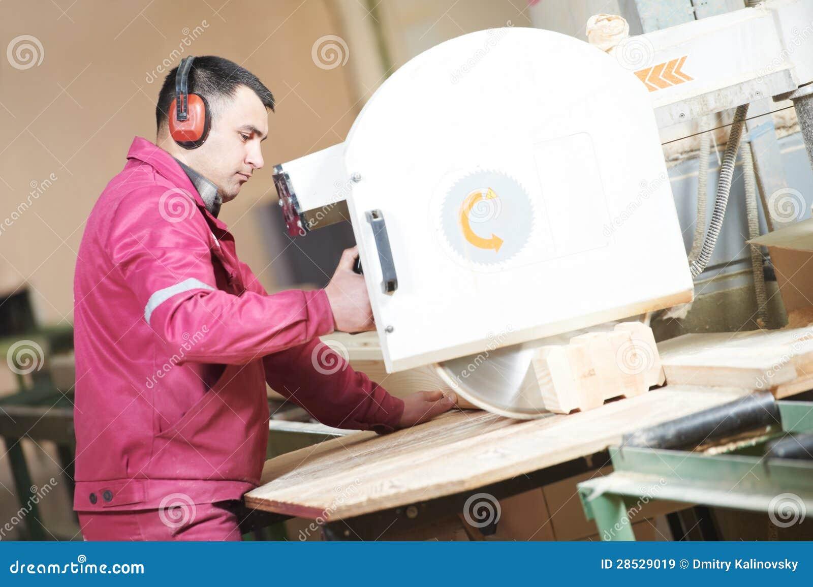 Taglio trasversale di legno di carpenteria del primo piano for Obi taglio legno