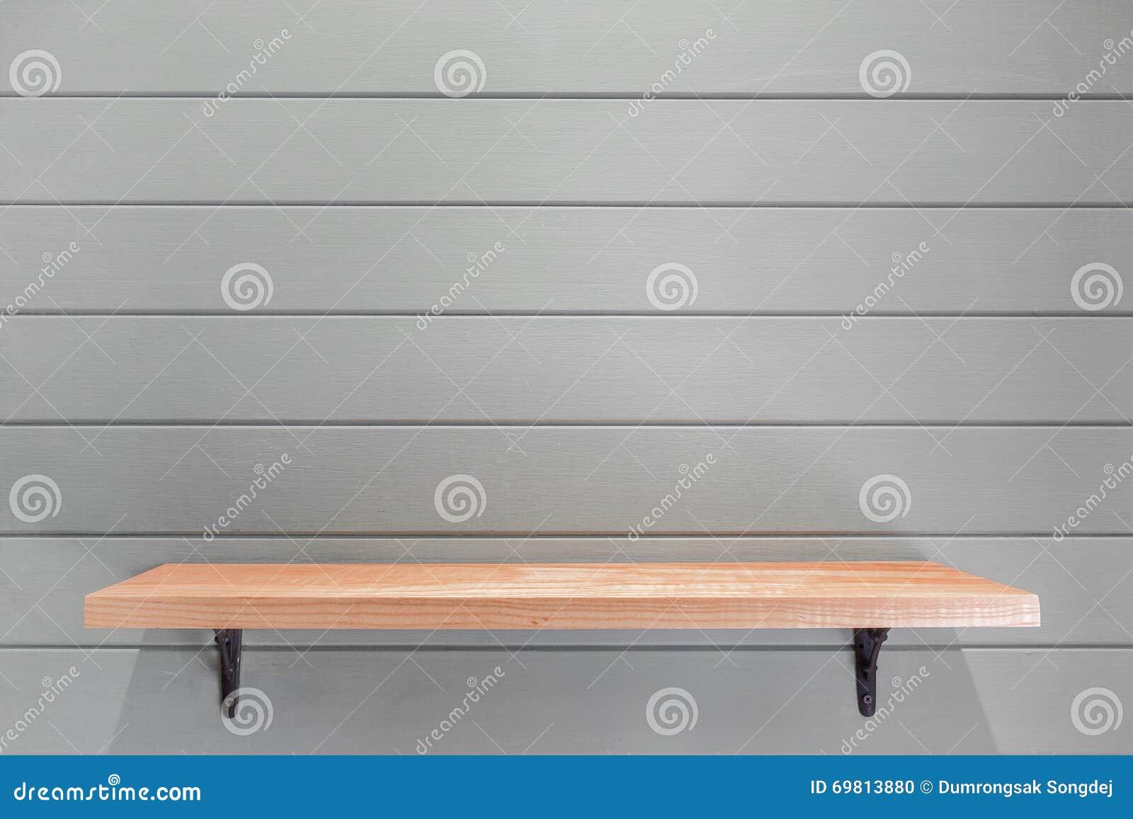 Tag re en bois vide sur le papier peint de planche de for Papier peint sur bois