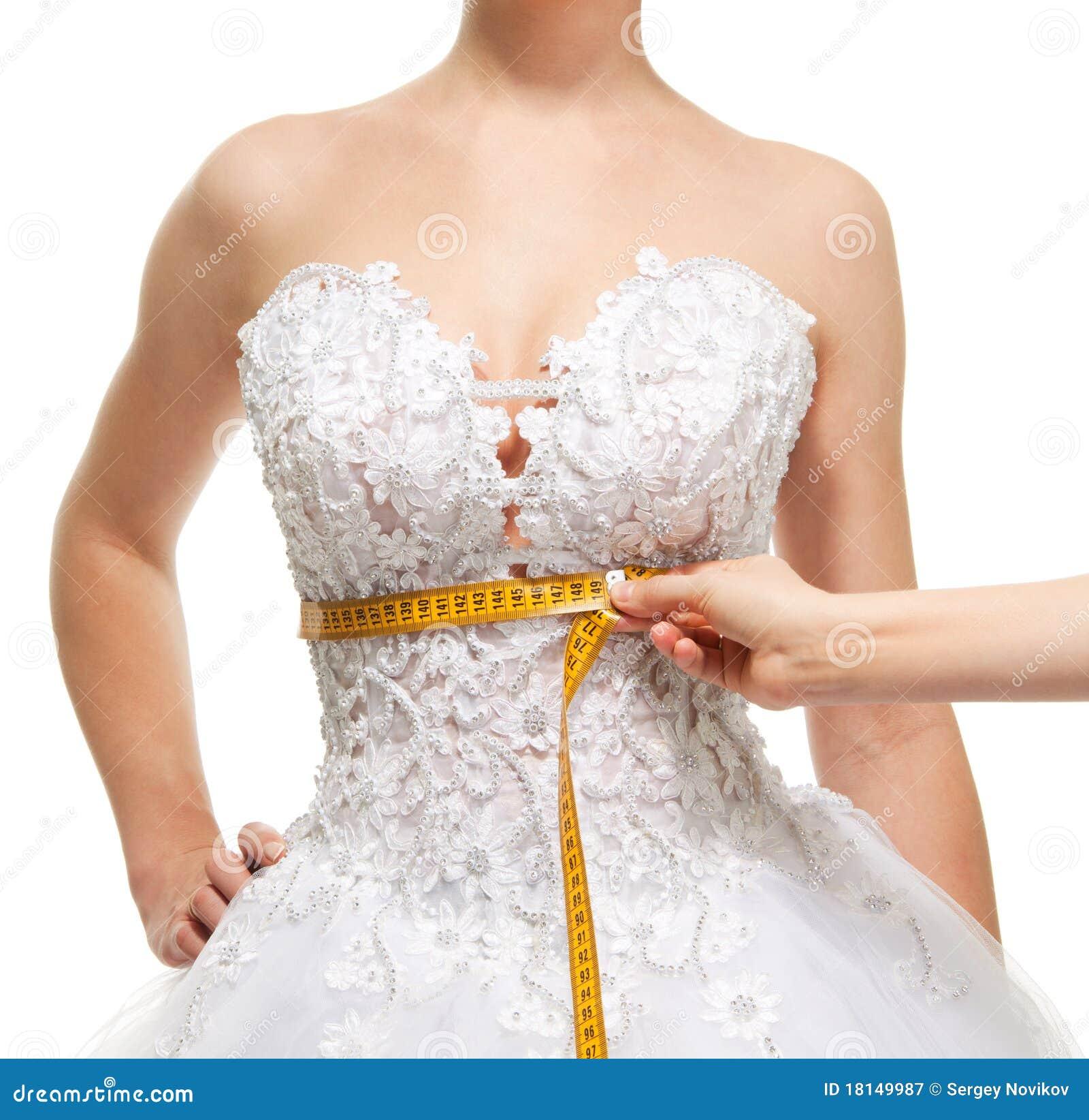 Taille der messenden Frau unter der Brust