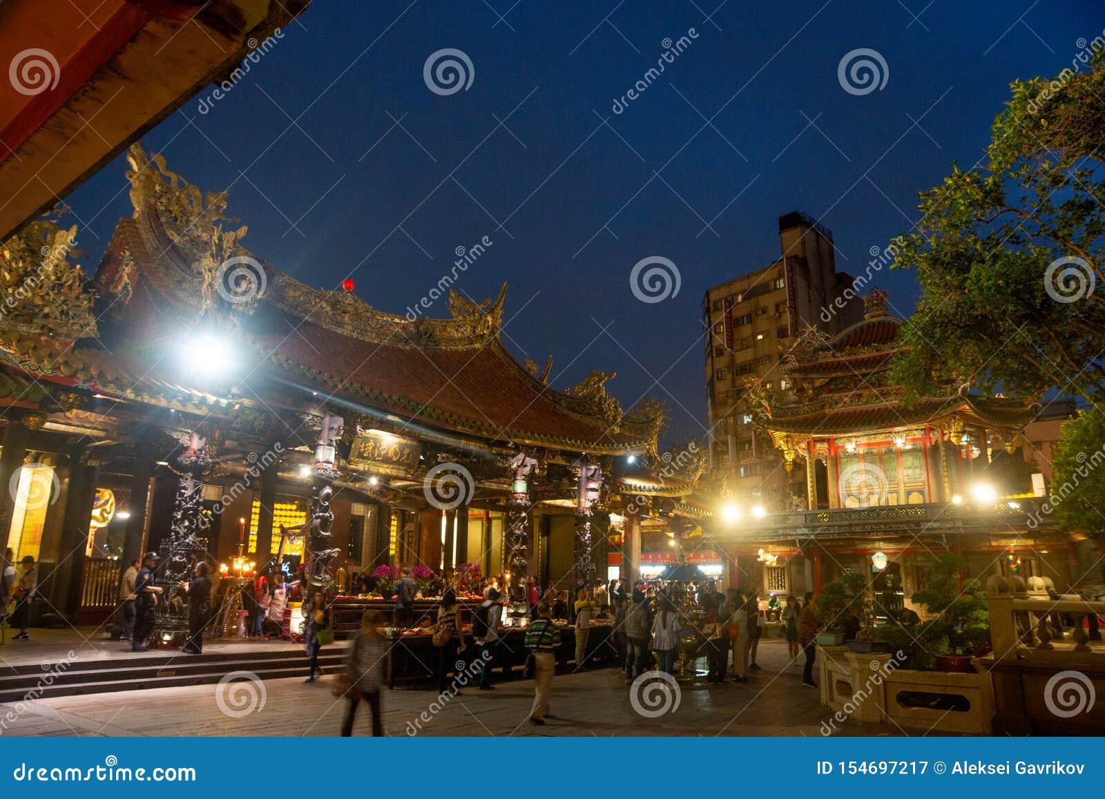 Taipei/Taiwan-25 03 2018: Światła w Baoan świątyni w Taipei
