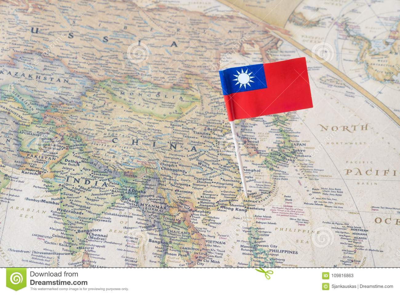Taiwan map and flag pin