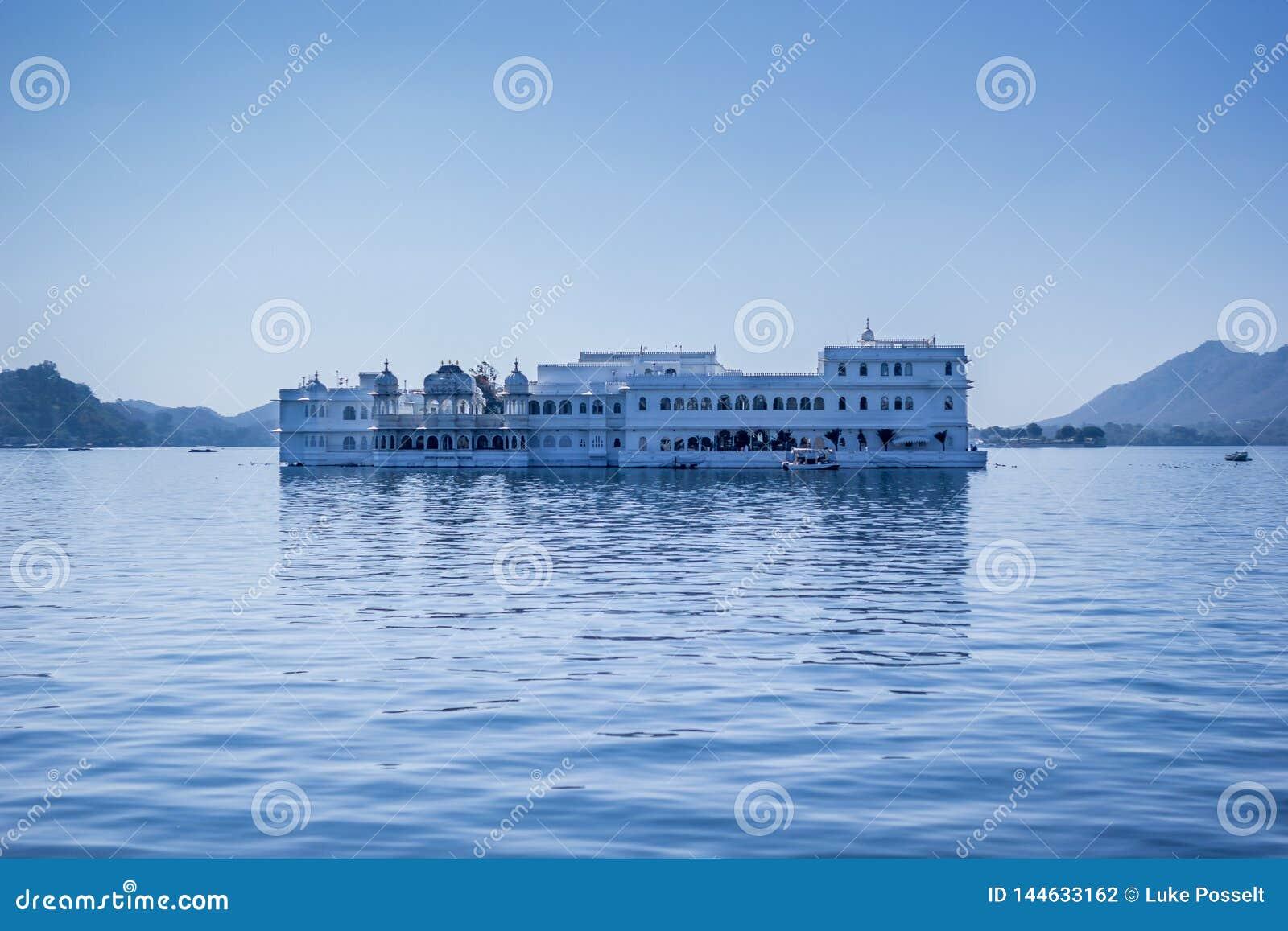 Taj Jeziorny Spławowy pałac Udaipur, Rajasthan India