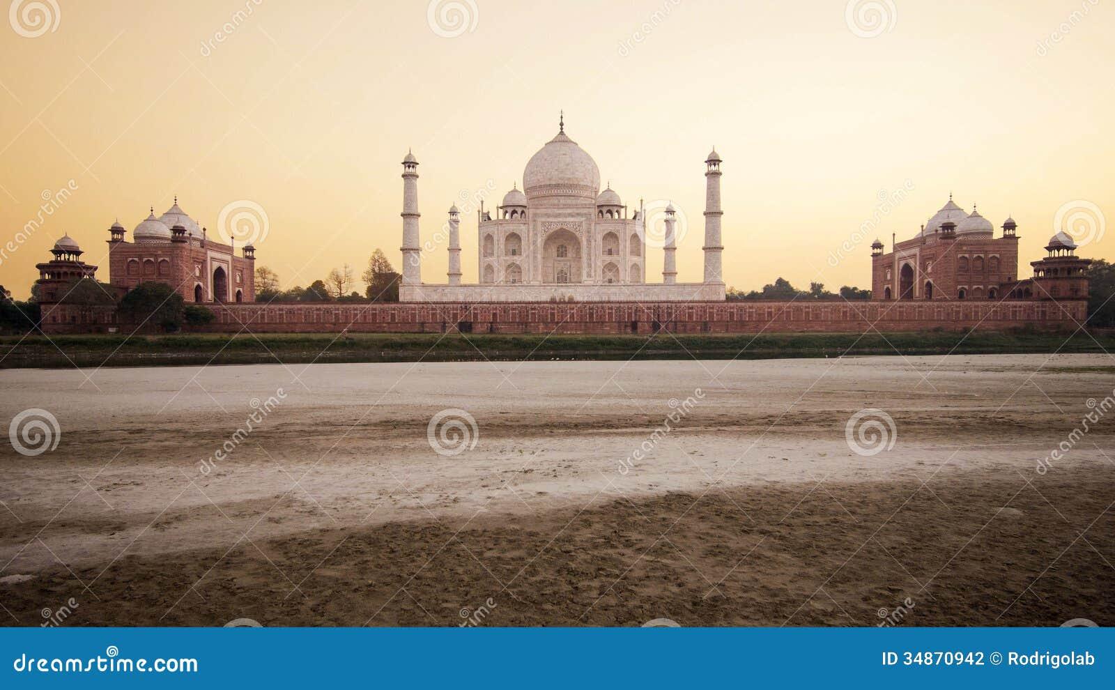 Taj Mahal przy zmierzchem w Agra, India