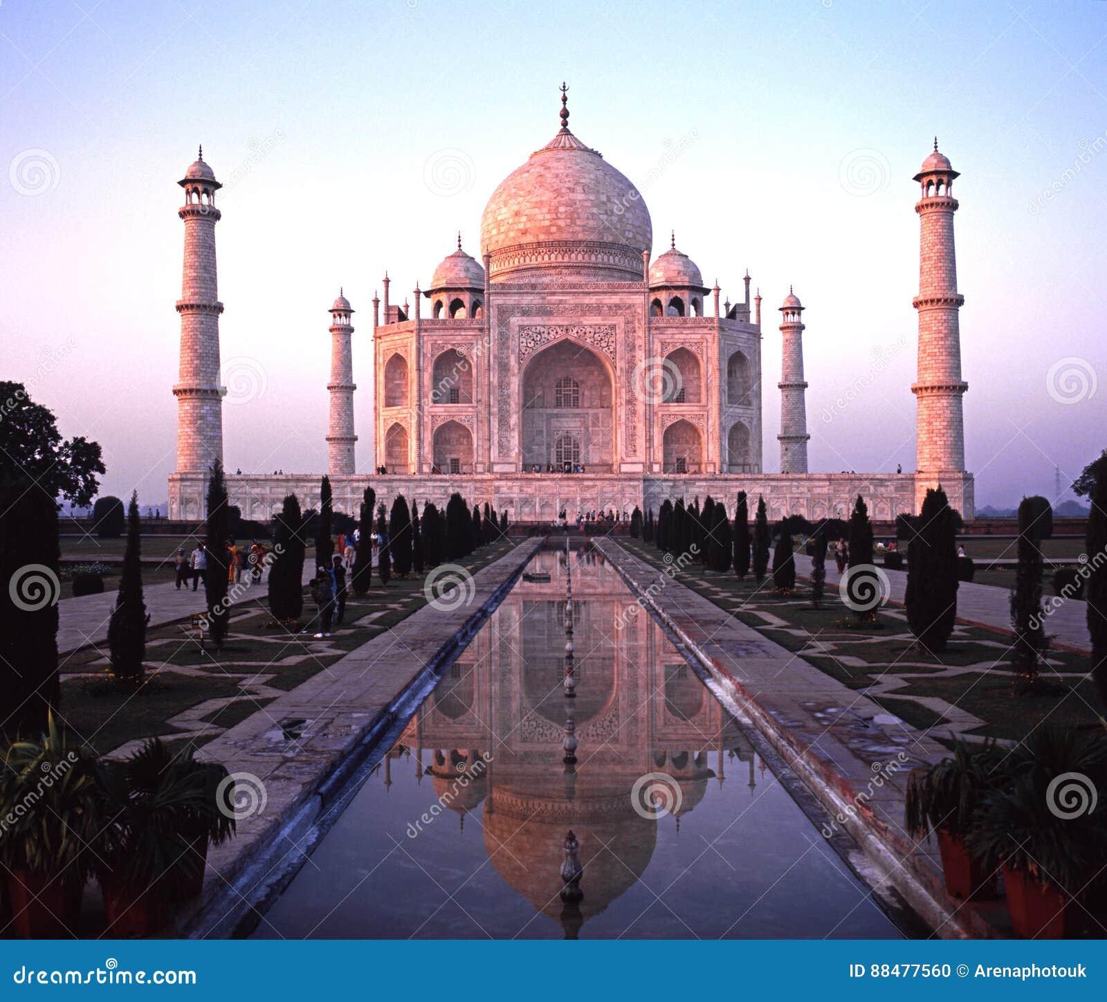 Taj Mahal w wieczór, Agra, India