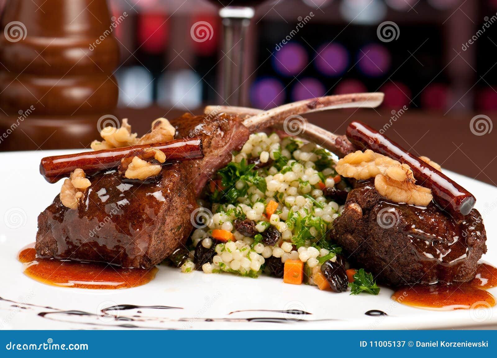 Tajadas de cordero en restaurante