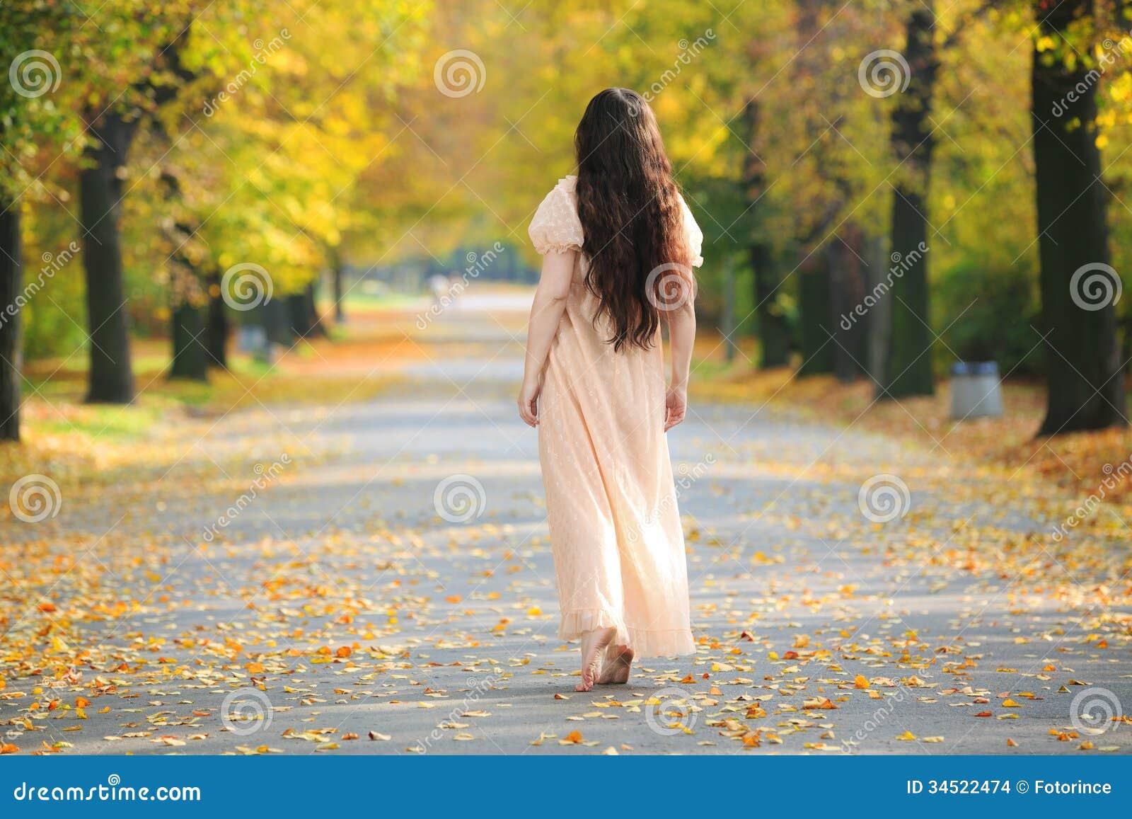 Tajemnicza osamotniona kobieta