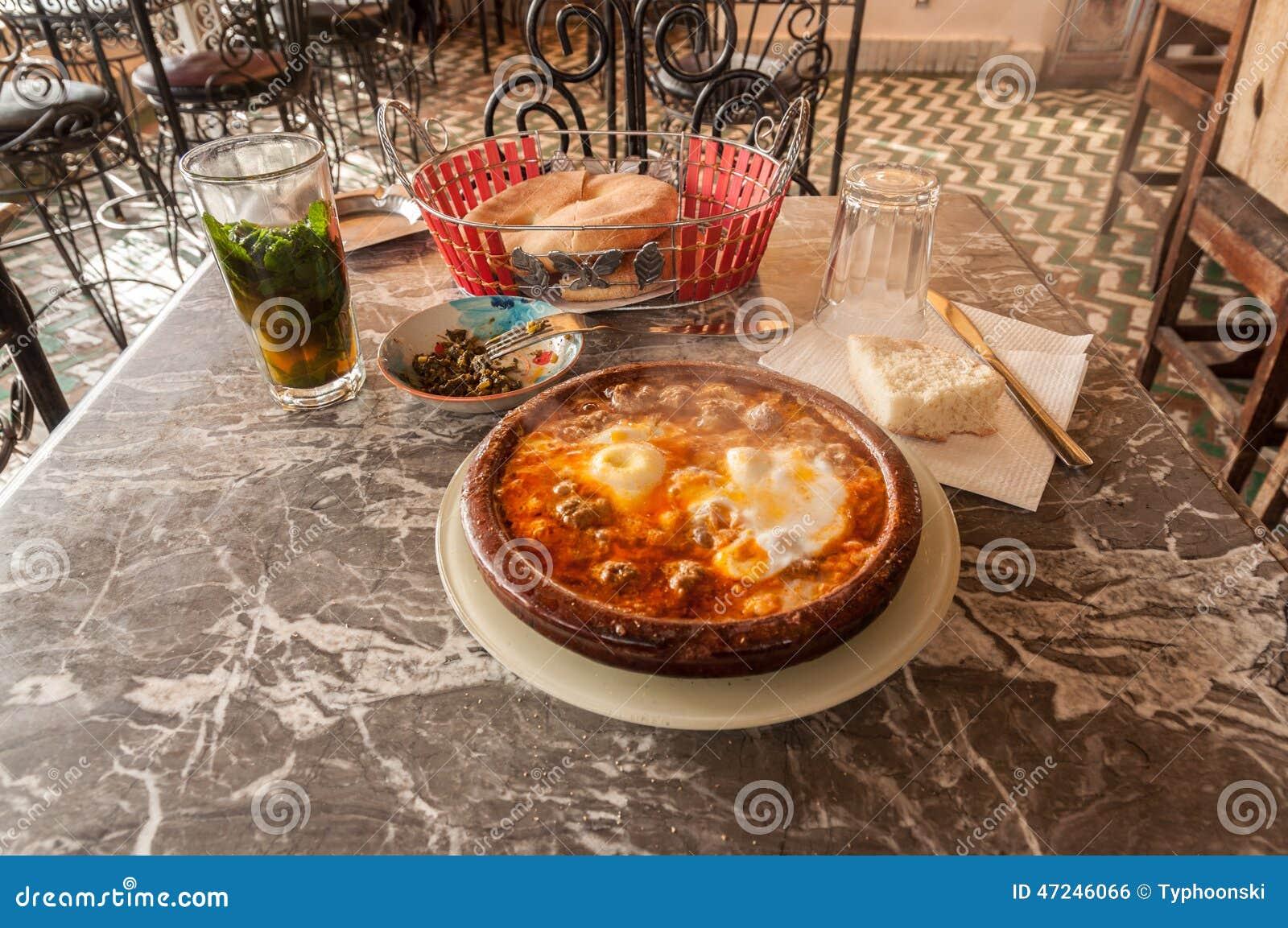 tajine dans un restaurant marocain traditionnel photo stock image 47246066. Black Bedroom Furniture Sets. Home Design Ideas