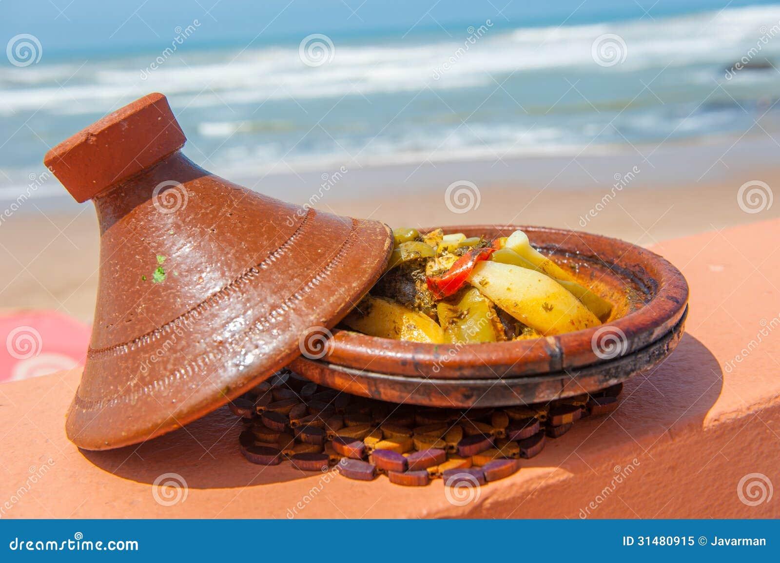 tajine de poissons plat marocain traditionnel image stock image du gastronomique ferment. Black Bedroom Furniture Sets. Home Design Ideas