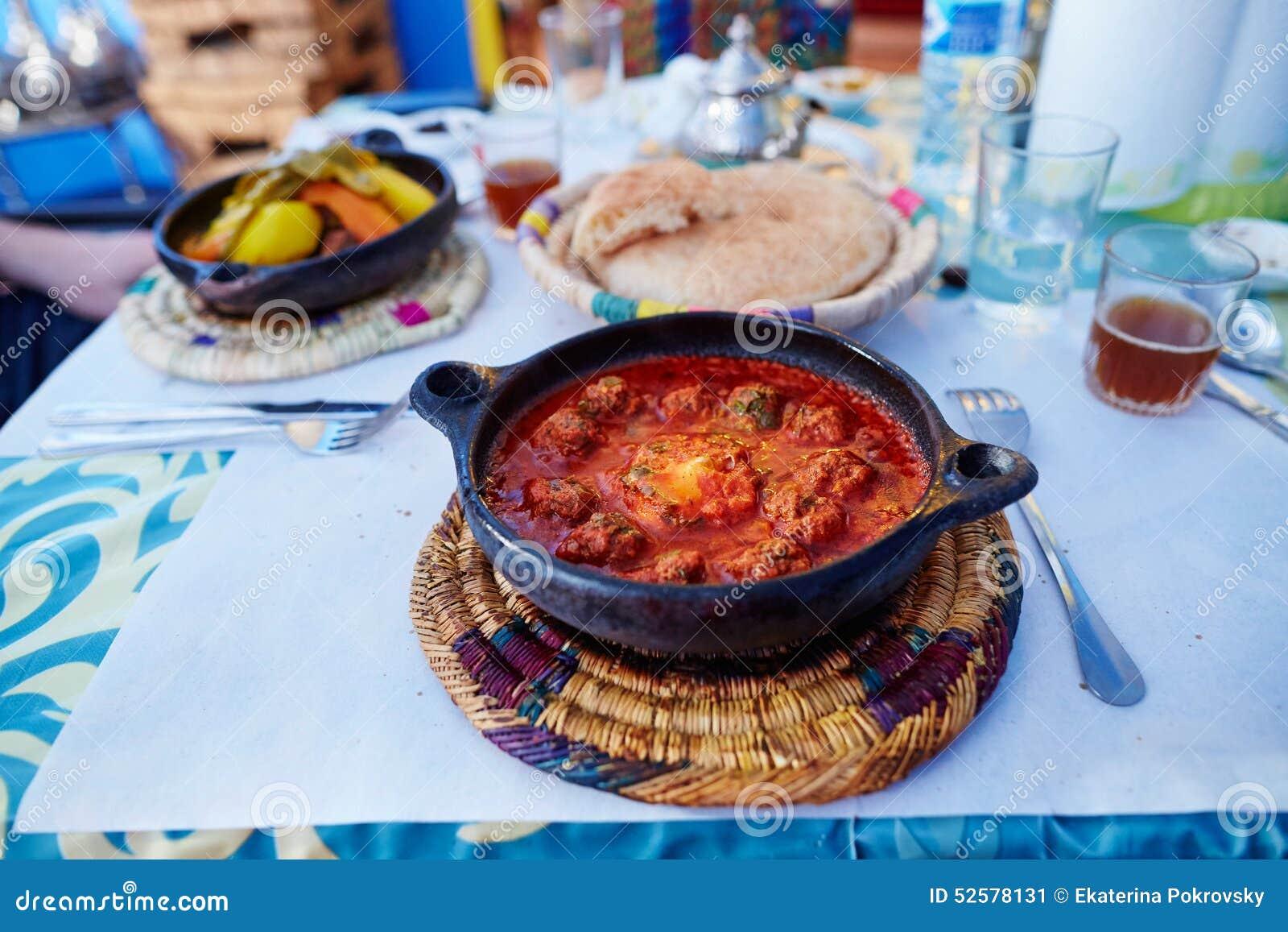 tajine marocain traditionnel de kefta de plat image stock image du oeuf plaque 52578131. Black Bedroom Furniture Sets. Home Design Ideas