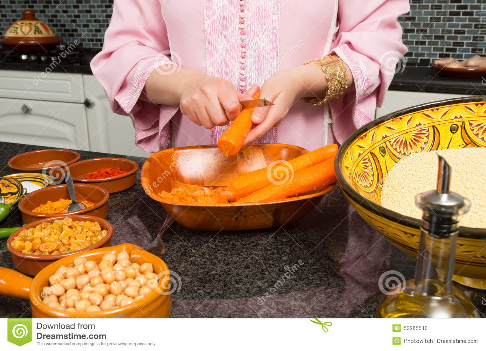 Nourriture traditionnelle de cuisine moderne images stock   image ...