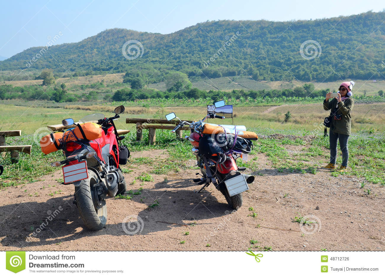 Tajlandzka kobieta bierze fotografia sporta motocykl i siekacza motocykl