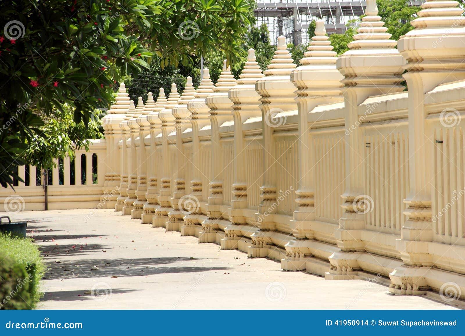 Tajlandzki świątynia betonu ogrodzenie