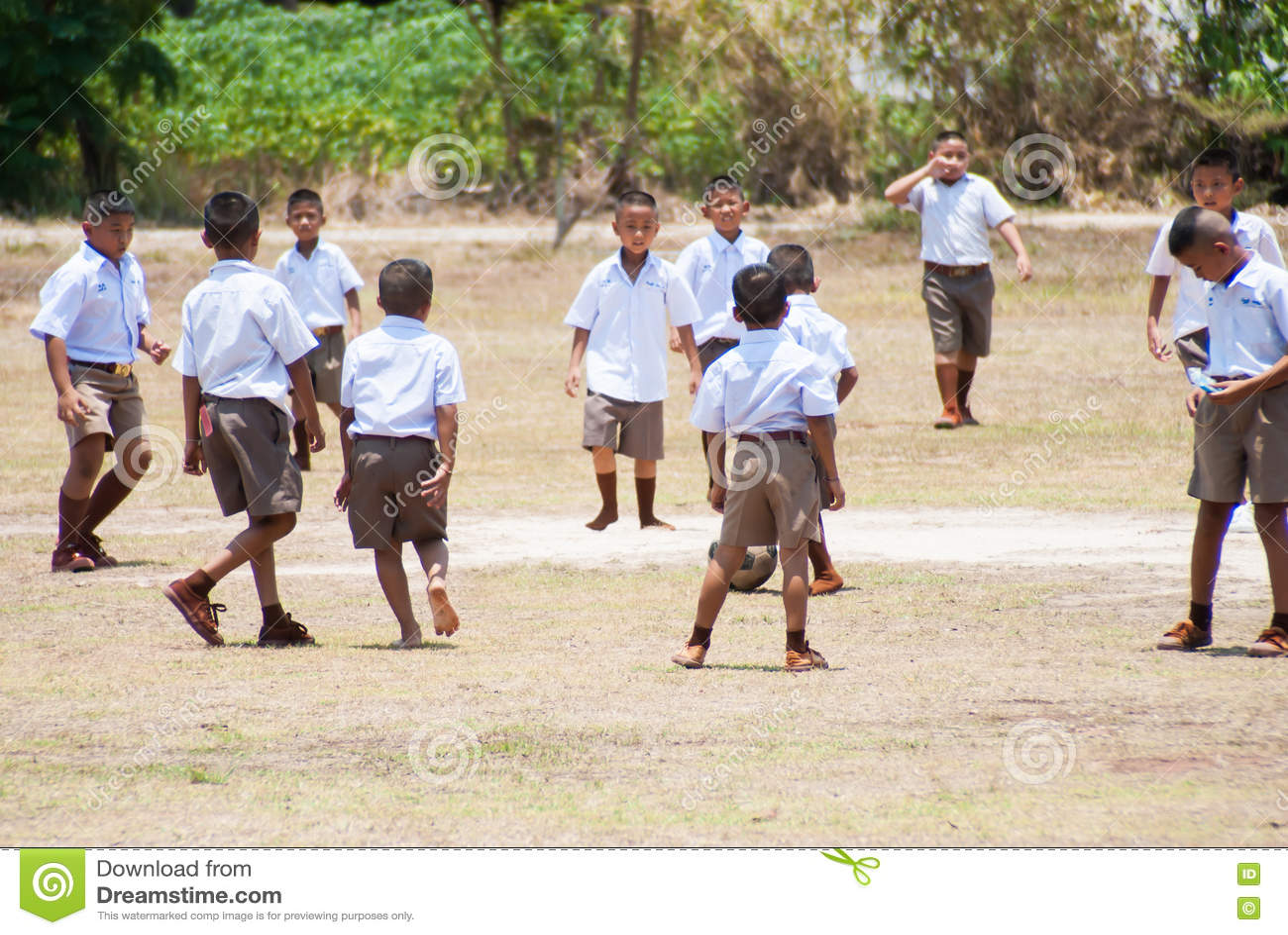 Tajlandzki dziecko sztuki futbol