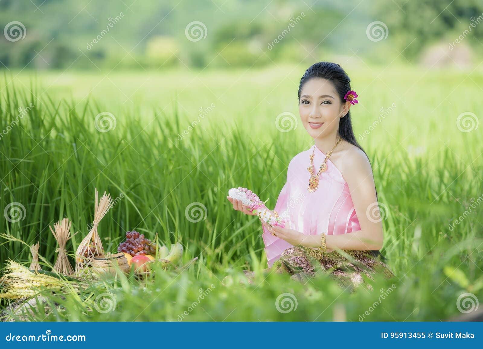 Tajlandzki rolnik w Tajlandzkiej sukni