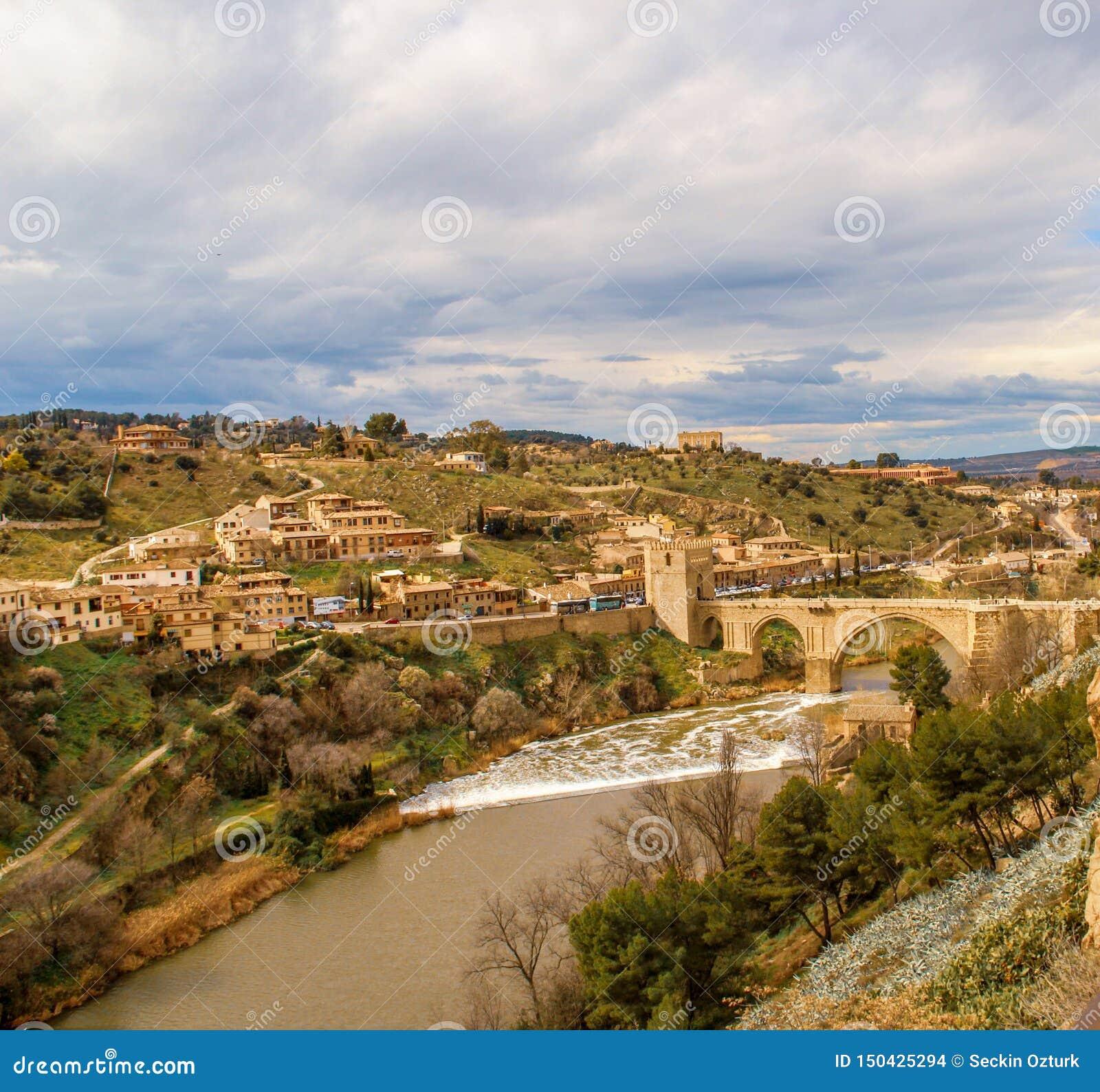 Tajo ποταμός άνωθεν στην πόλη του Τολέδο, Ισπανία