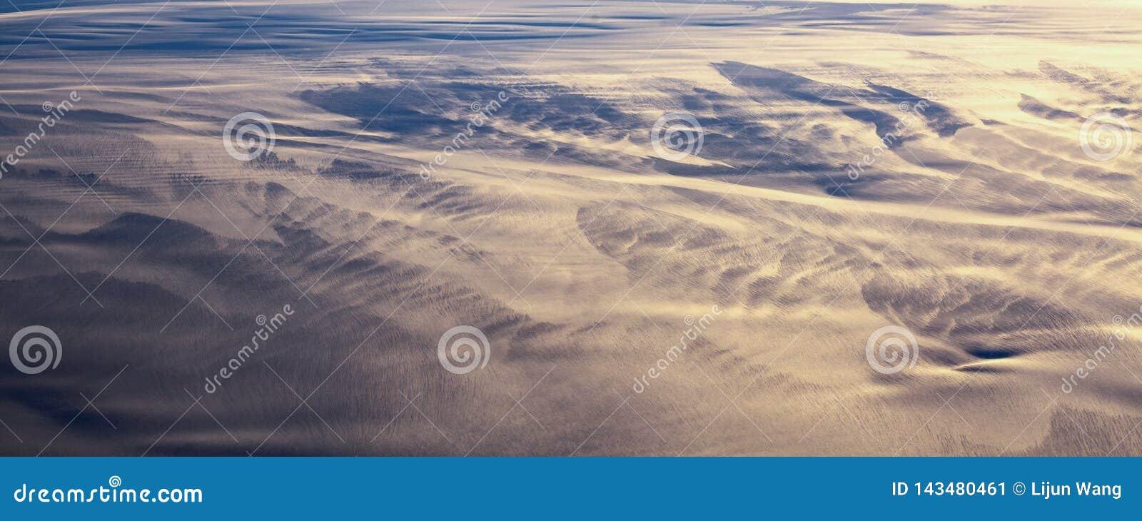 13Take une vue aérienne de la glace et du lever de soleil au-dessus du détroit de Béring ‰ de ¼ du ¼ ˆ1ï d ï