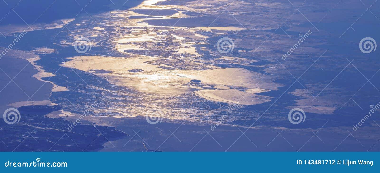 17Take une vue aérienne de la glace et du lever de soleil au-dessus du détroit de Béring ‰ de ¼ du ¼ ˆ1ï d ï